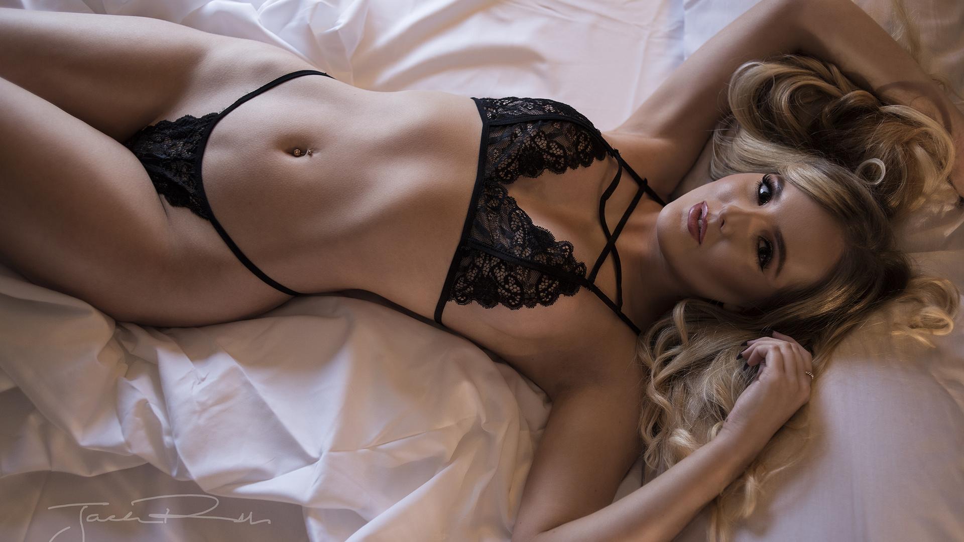 думаю девушки фото в нижнем белье в постели ничто