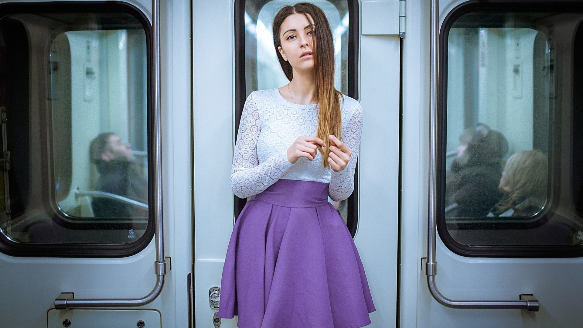 Юбкой красивое фото девушек в метро доярки