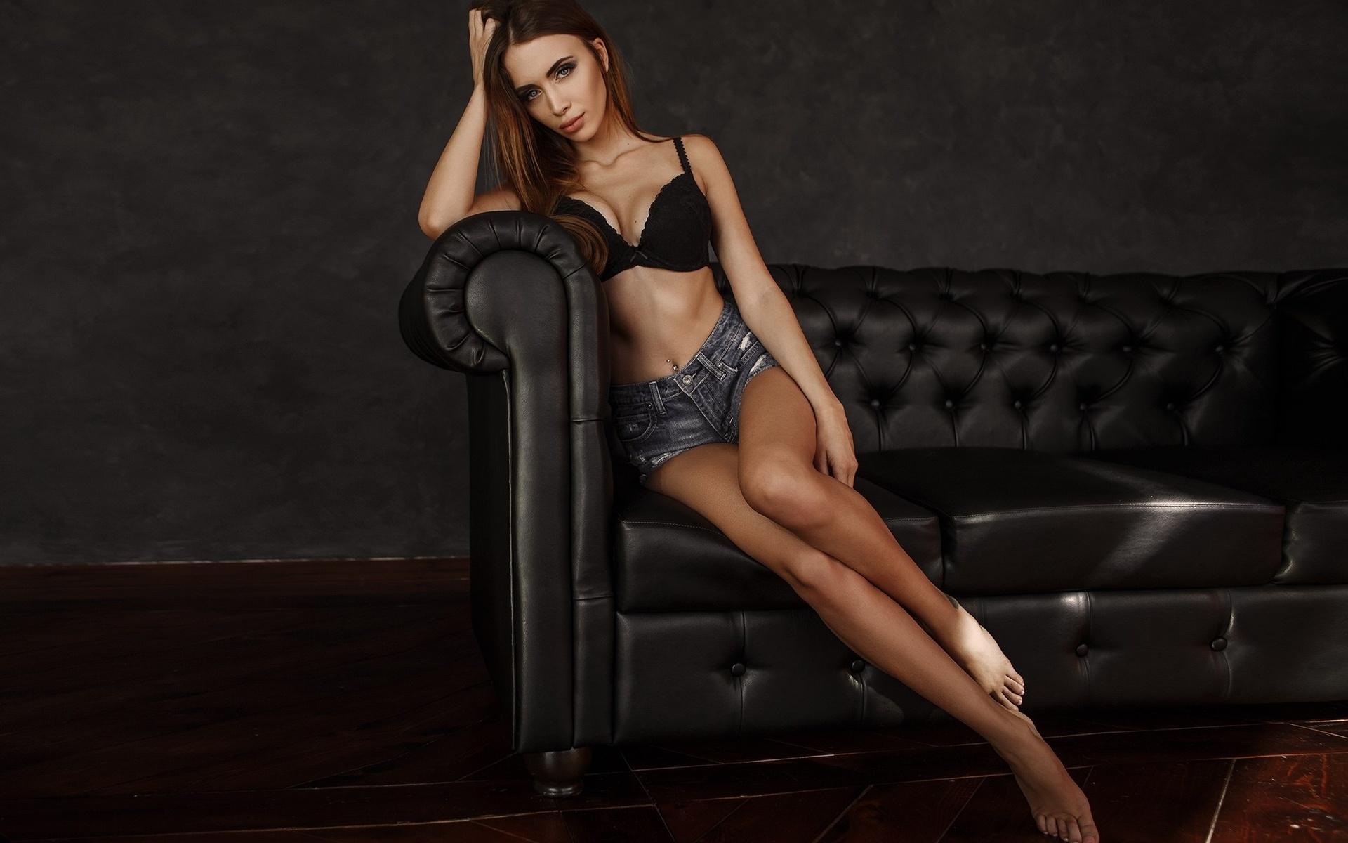 Девушка полуголая на диване, анна семенович о себе и своей полноте