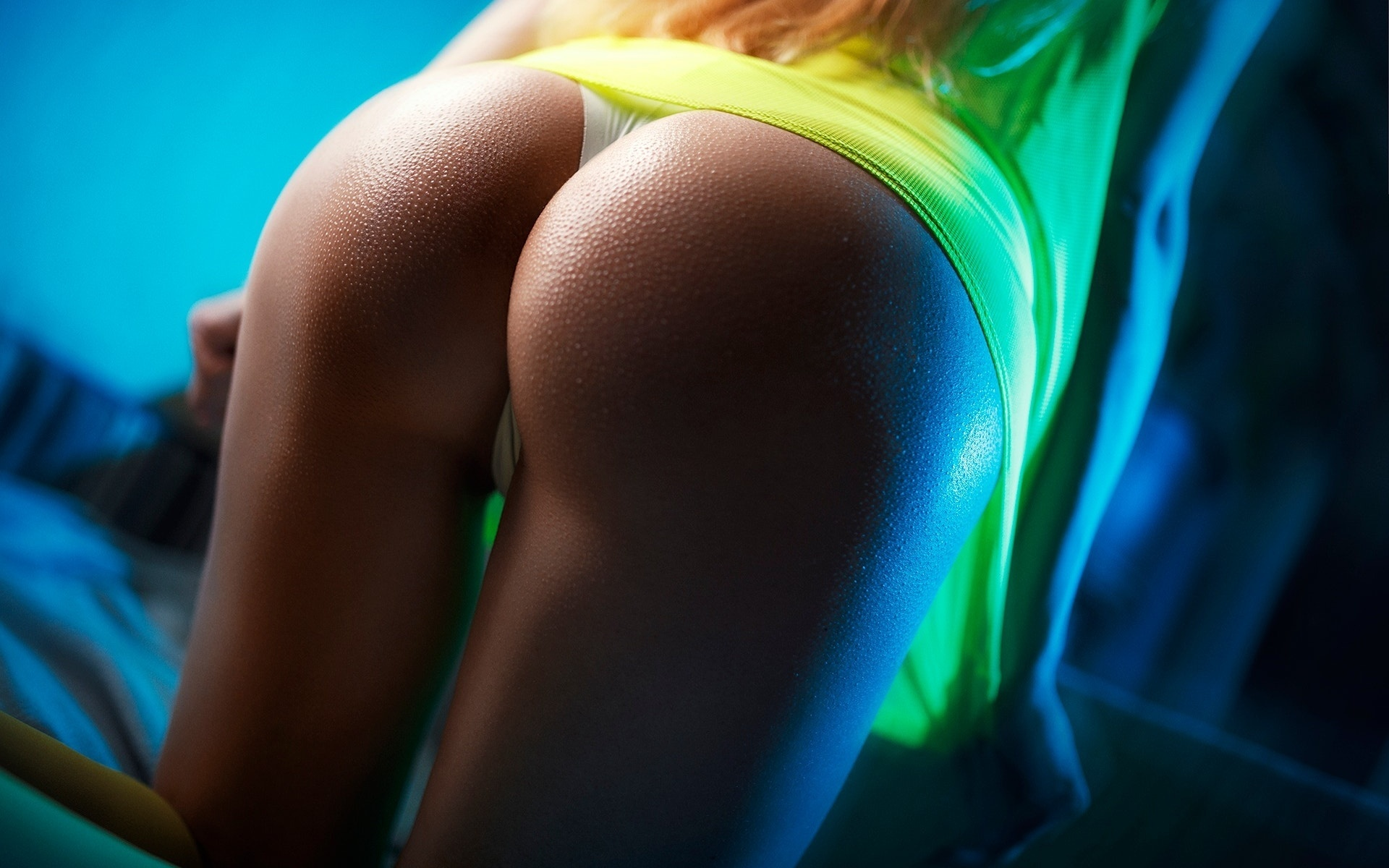 porno-nu-ochen-krasivaya-zhopa-kiska-blizko-foto