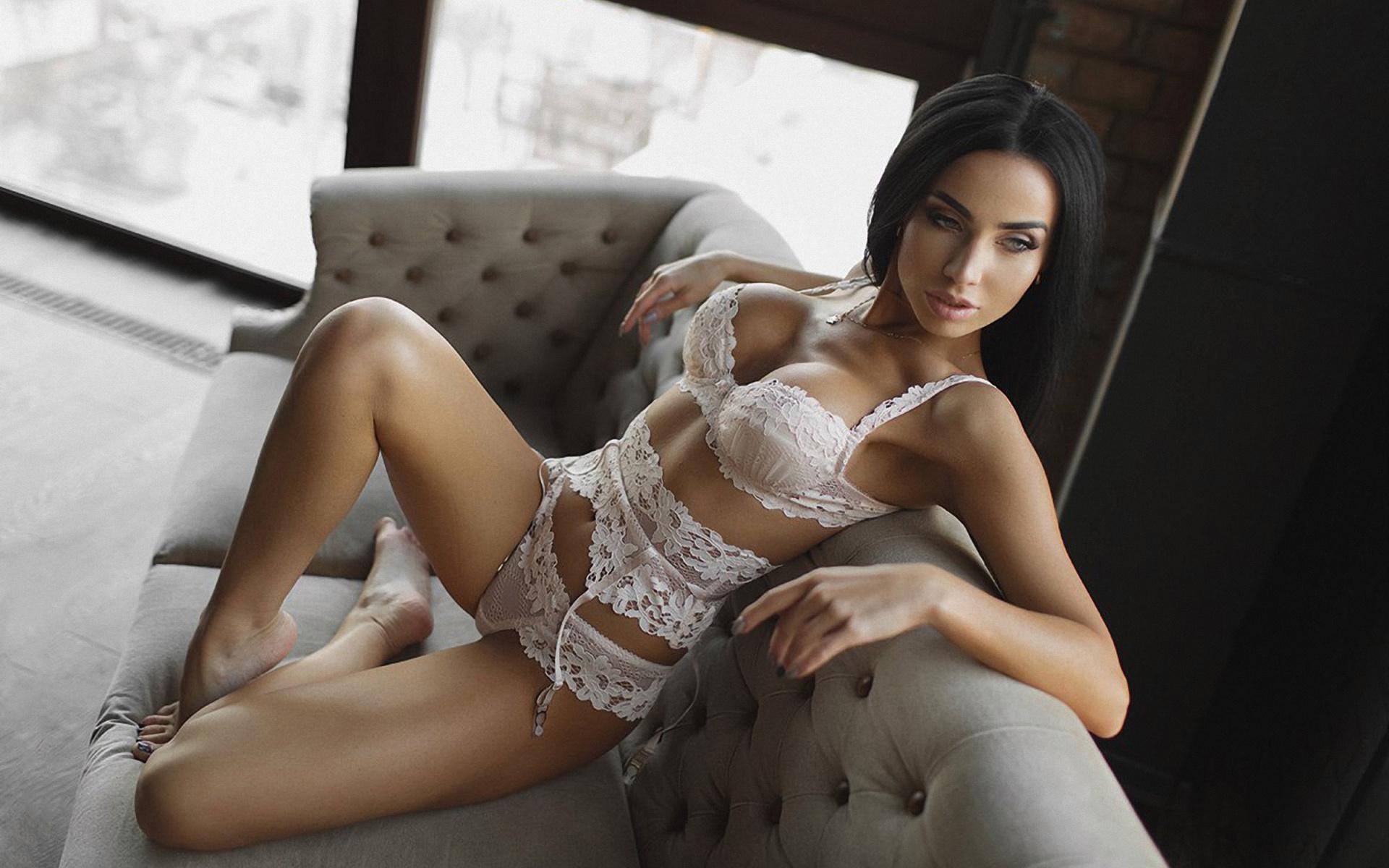 красивое белье на сексуальных девушках