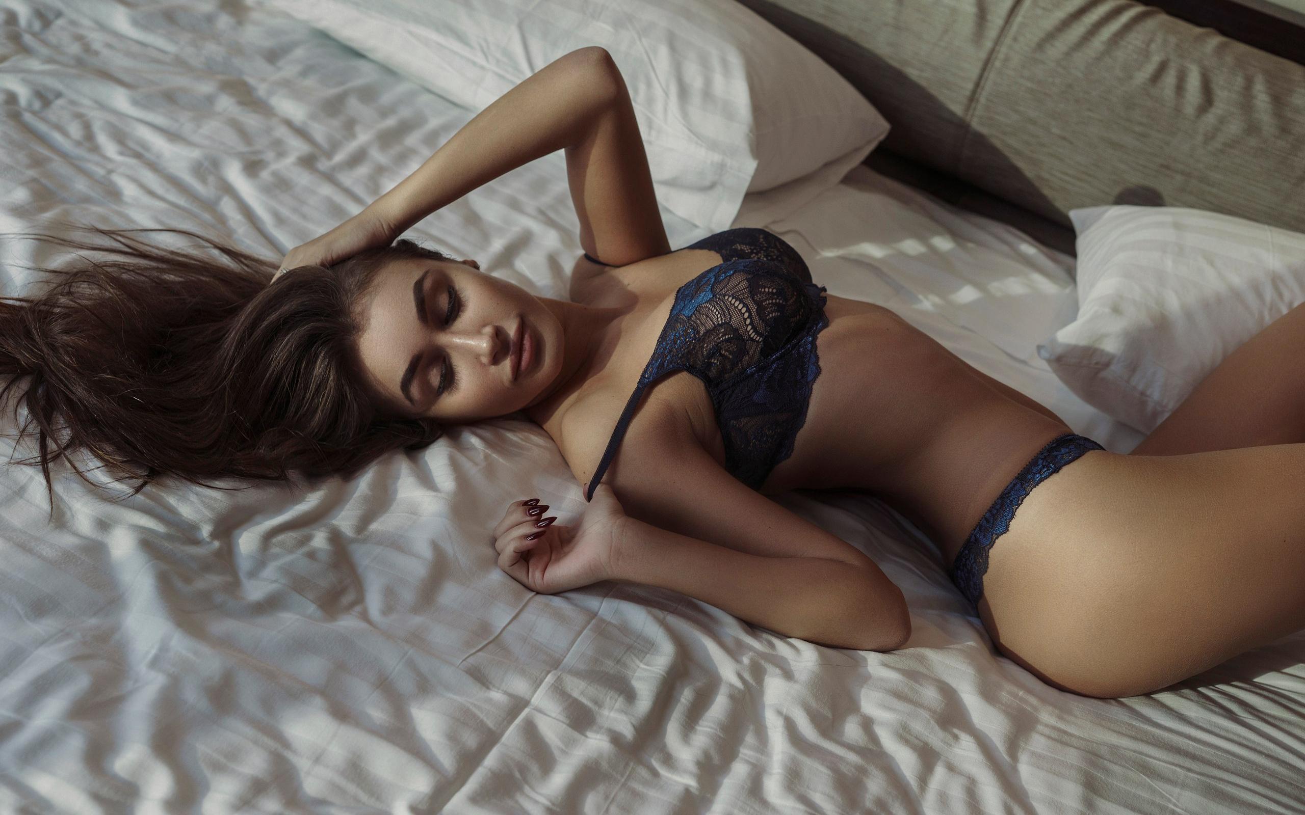 мог девушки фото в нижнем белье в постели стоит спиной крошки