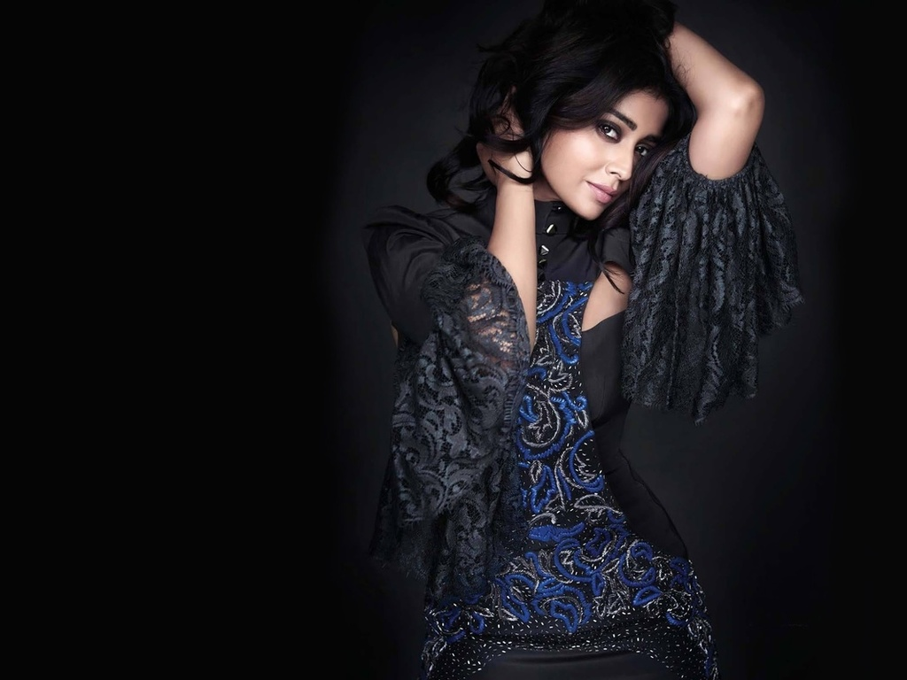 model, lips, красавица, celebrity, bollywood, shriya saran, girl, eyes, brunette, девушка, actress, hair, indian, индийский