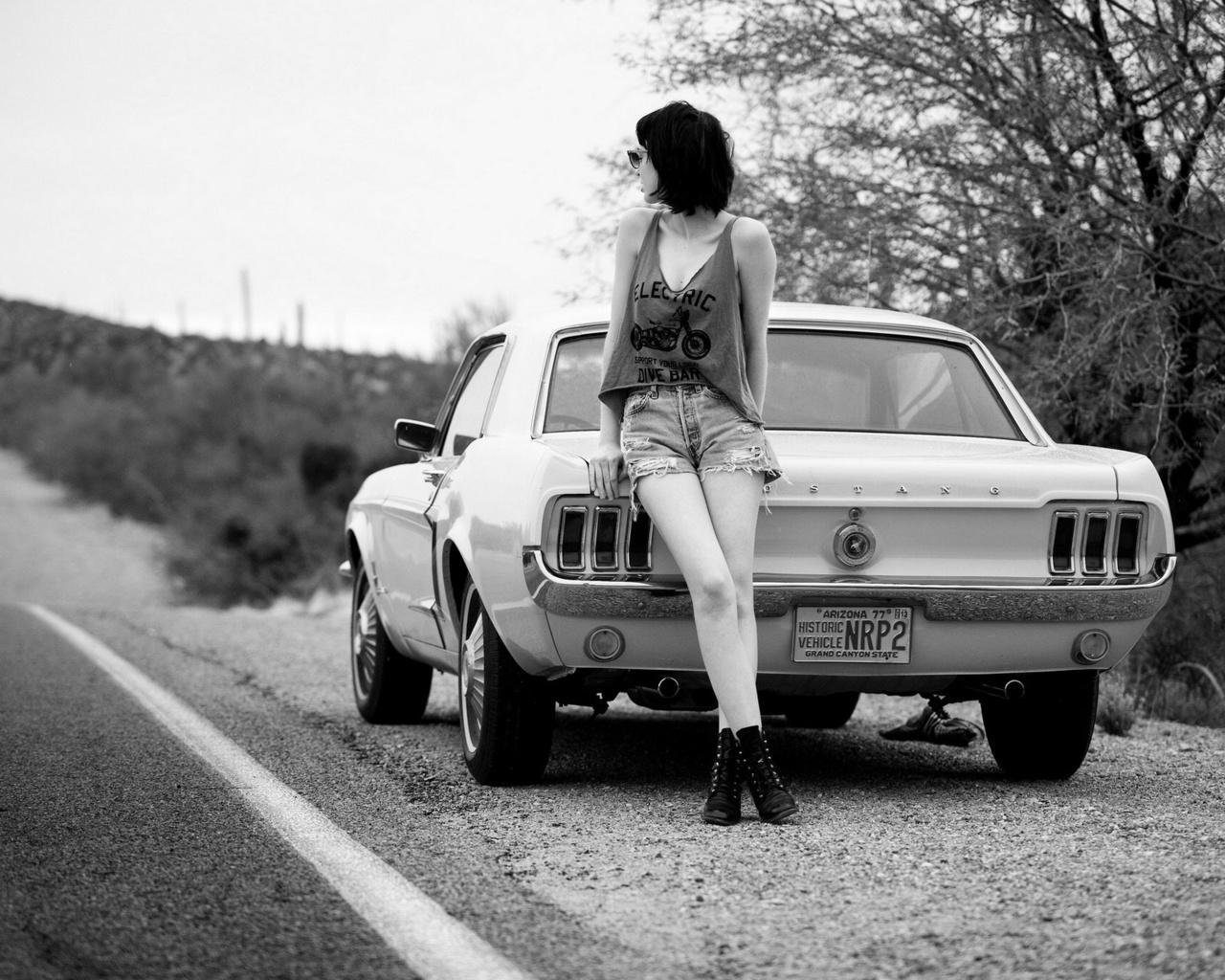 девушка, авто, шоссе, монохром