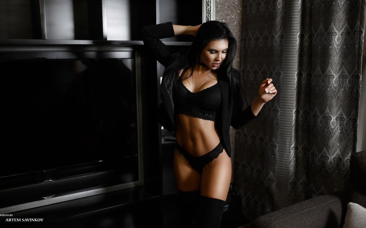 artem savinkov, photographer, девушка, брюнетка, телевизор