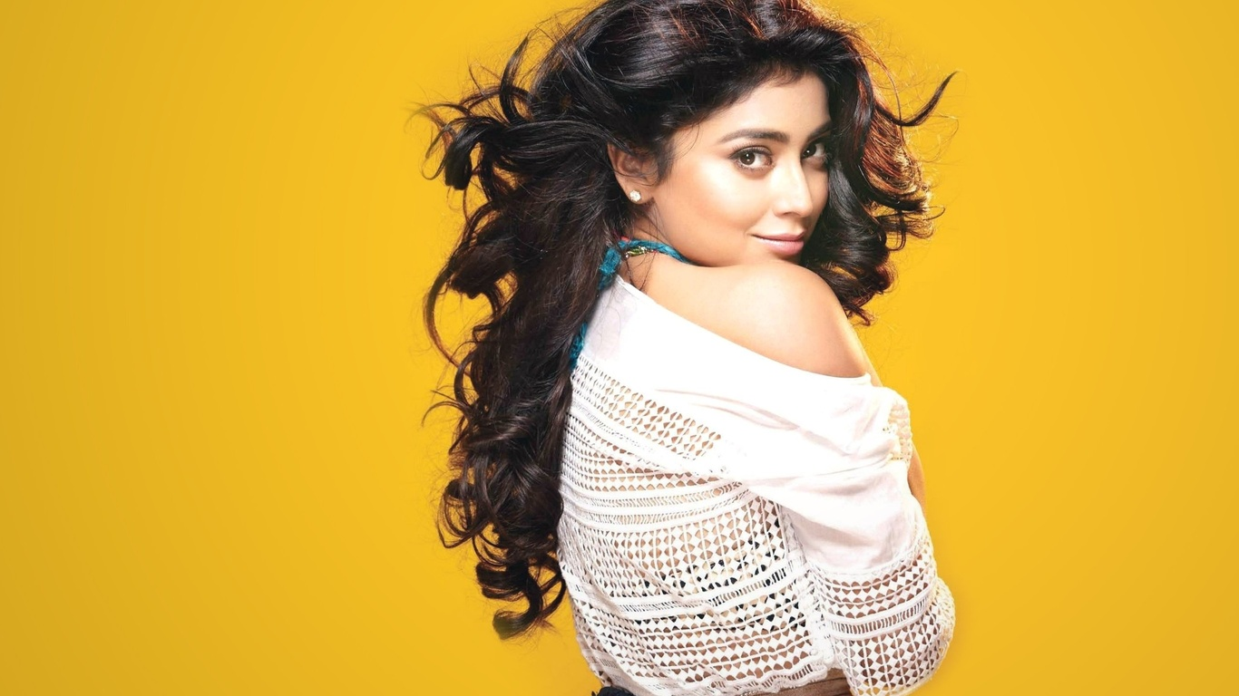 model, lips, красавица, celebrity, bollywood, shriya saran, girl, eyes, brunette, девушка, actress, hair, indian, индийский