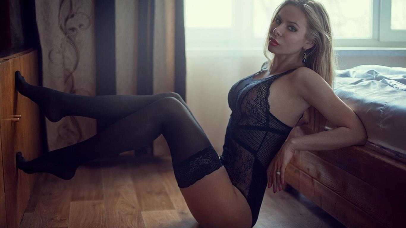 Опубликовано polyack pol 3 лет назад искать polyack pol блондинка, секси чулки, ажурные колготки, ножки сексуальные.
