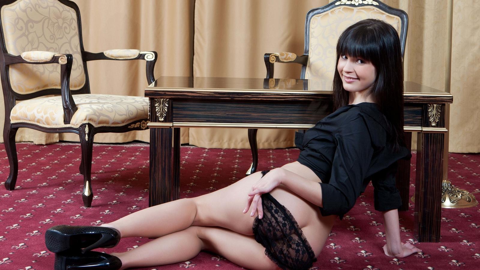 Фото брюнеток без трусиков, Домашние фото брюнетки без трусиков частное порно 24 фотография