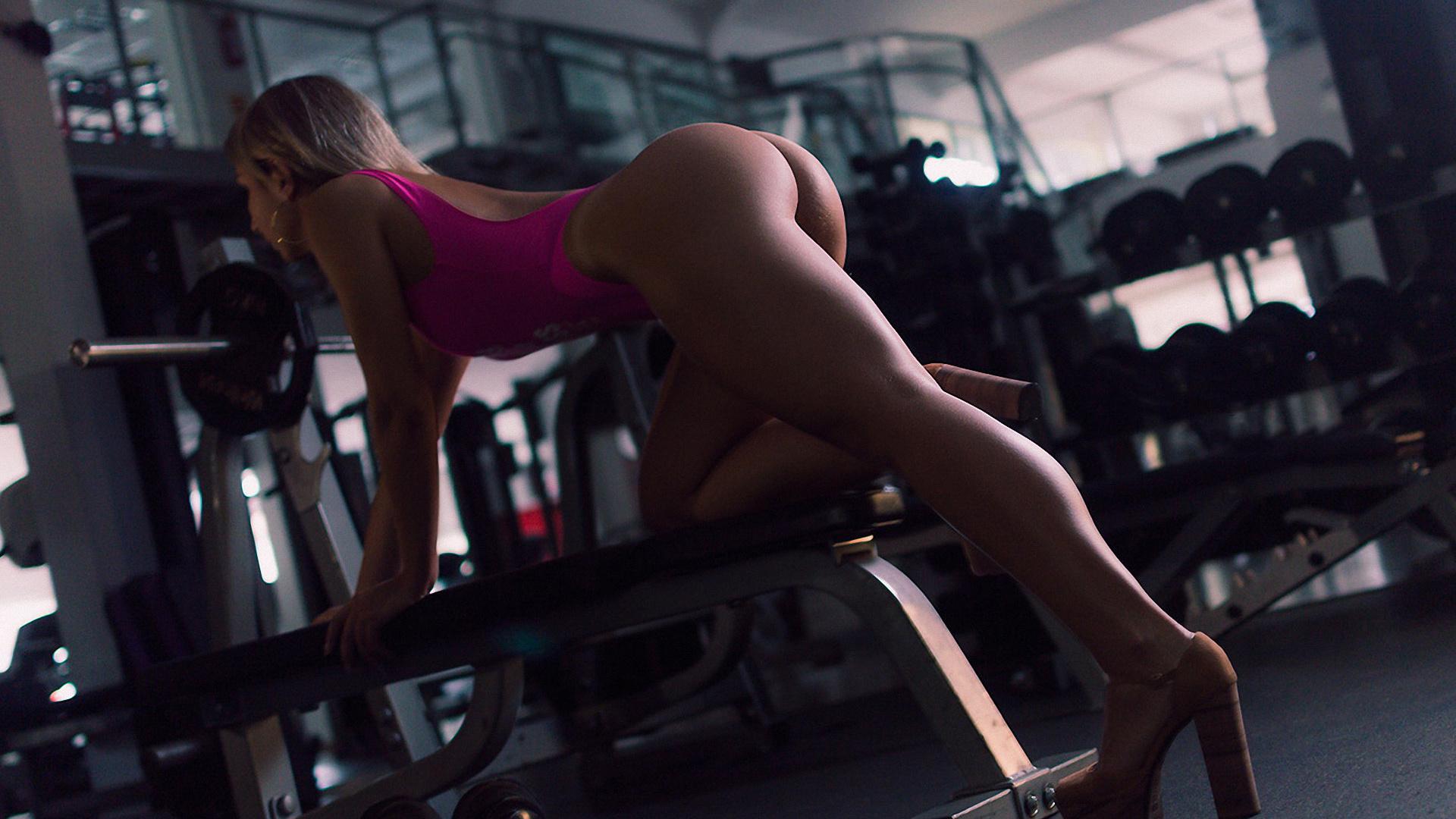 Сексуальный фитнес клуб, Подтянутые Девушки в Спортзале, Жесткий Трах 1 фотография