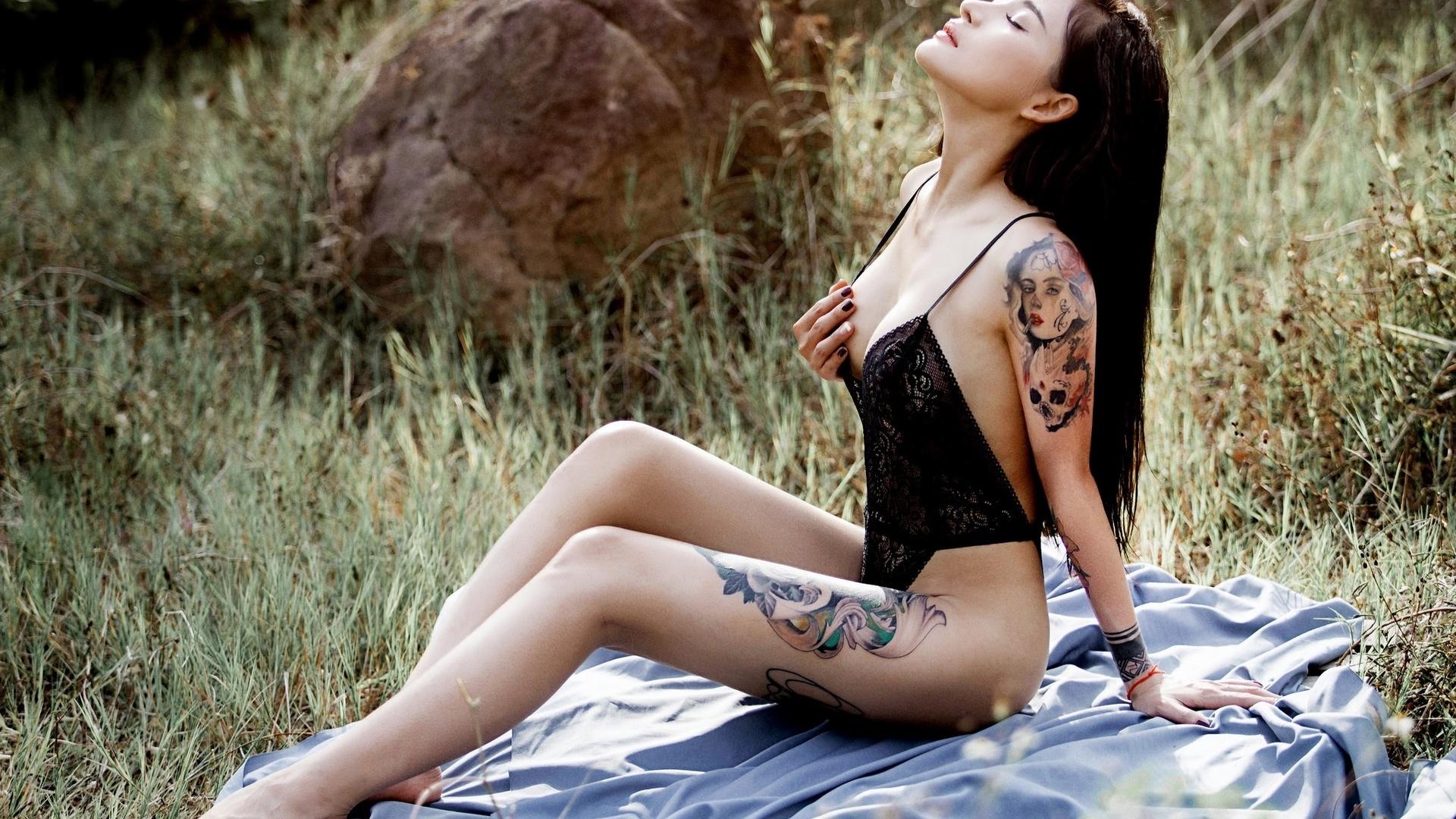 Wide hip curvy girls nude
