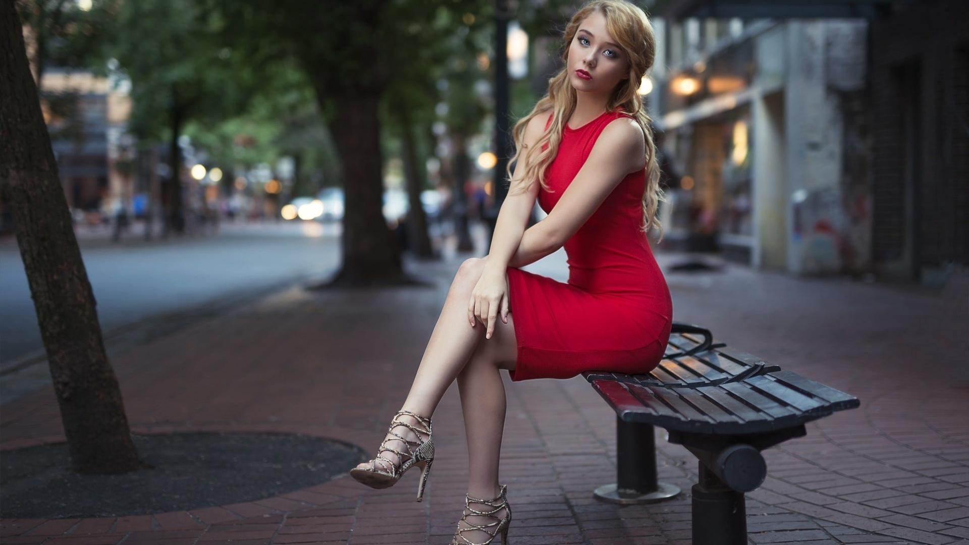 Ролики страшными красотки на улицах города видео