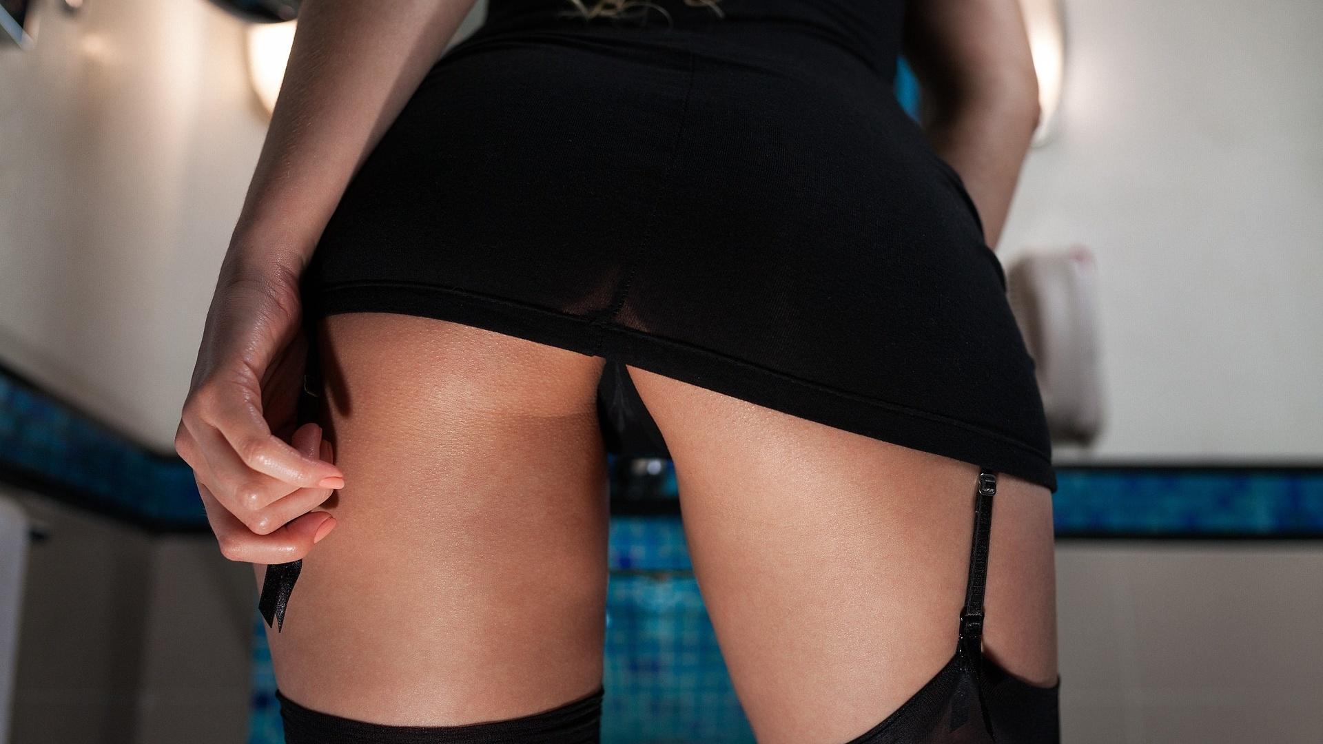 Фото девушек в мини юбке чулках и стрингах, секс рабыня на толпу