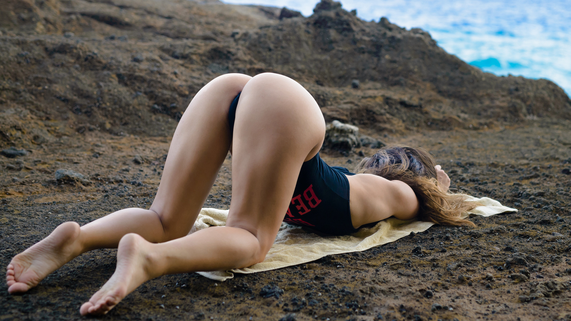 hot-girl-bent-over-topless-thick-asian-females-xxx