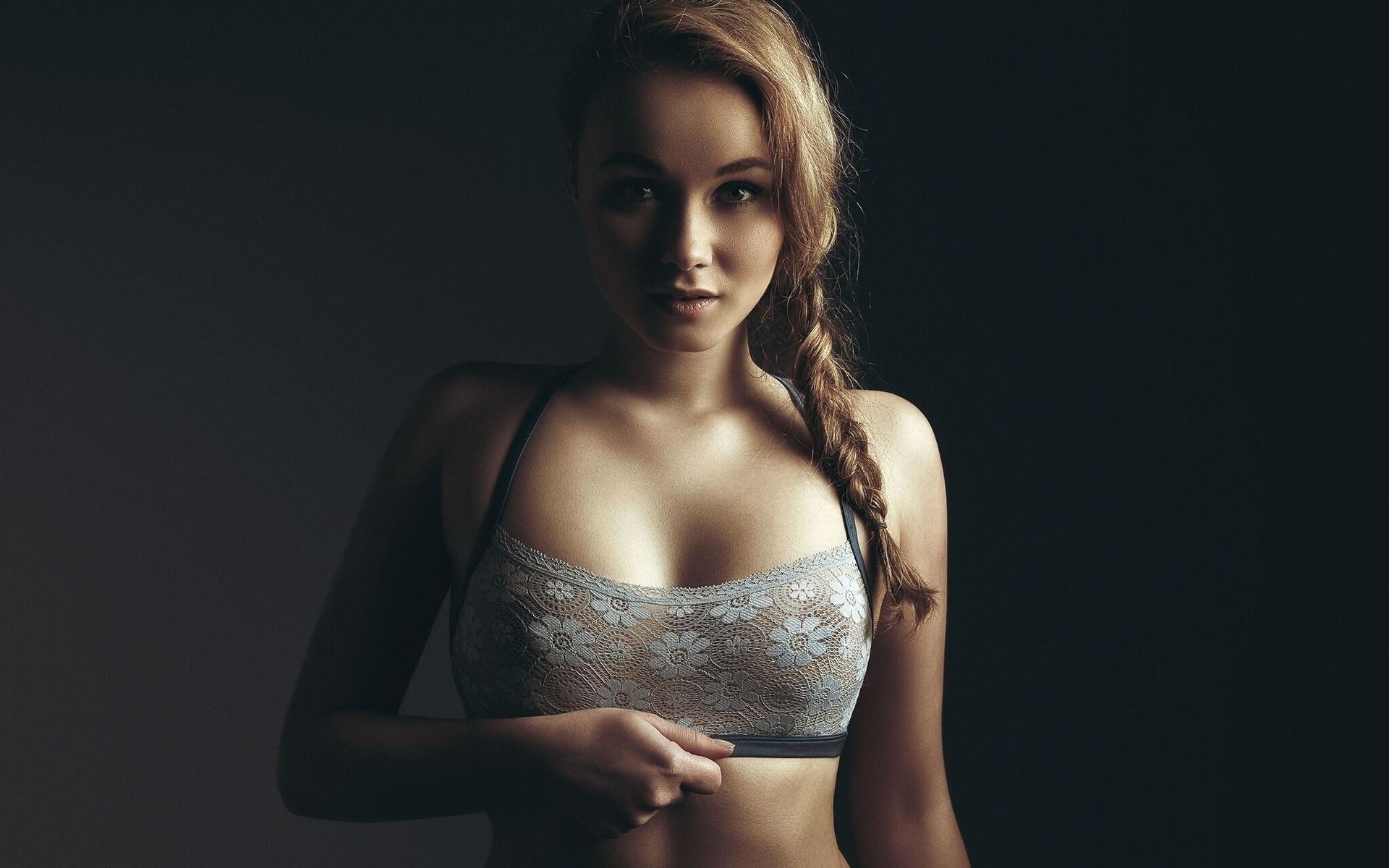 Порно с грудастой телкой в постели тело потряс