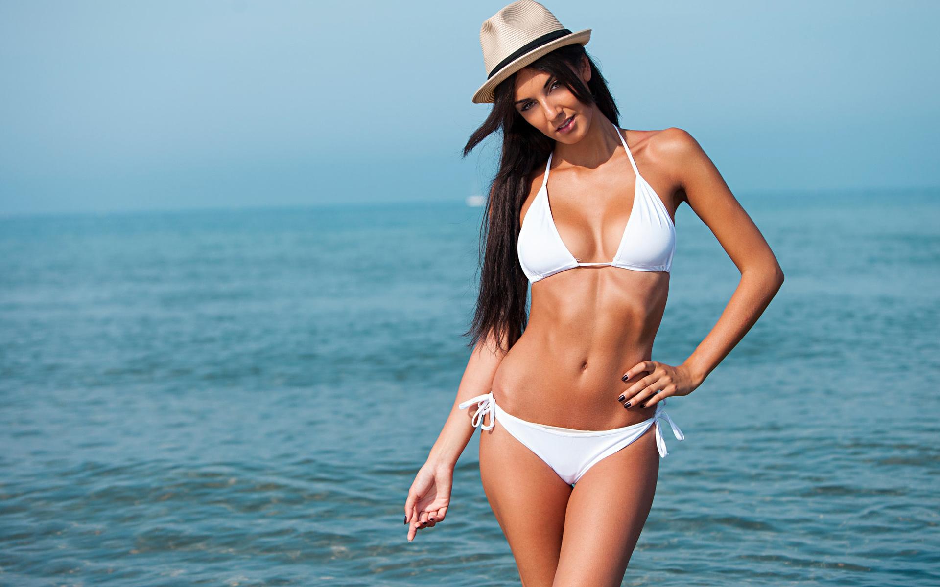 pictures-of-bikini-women