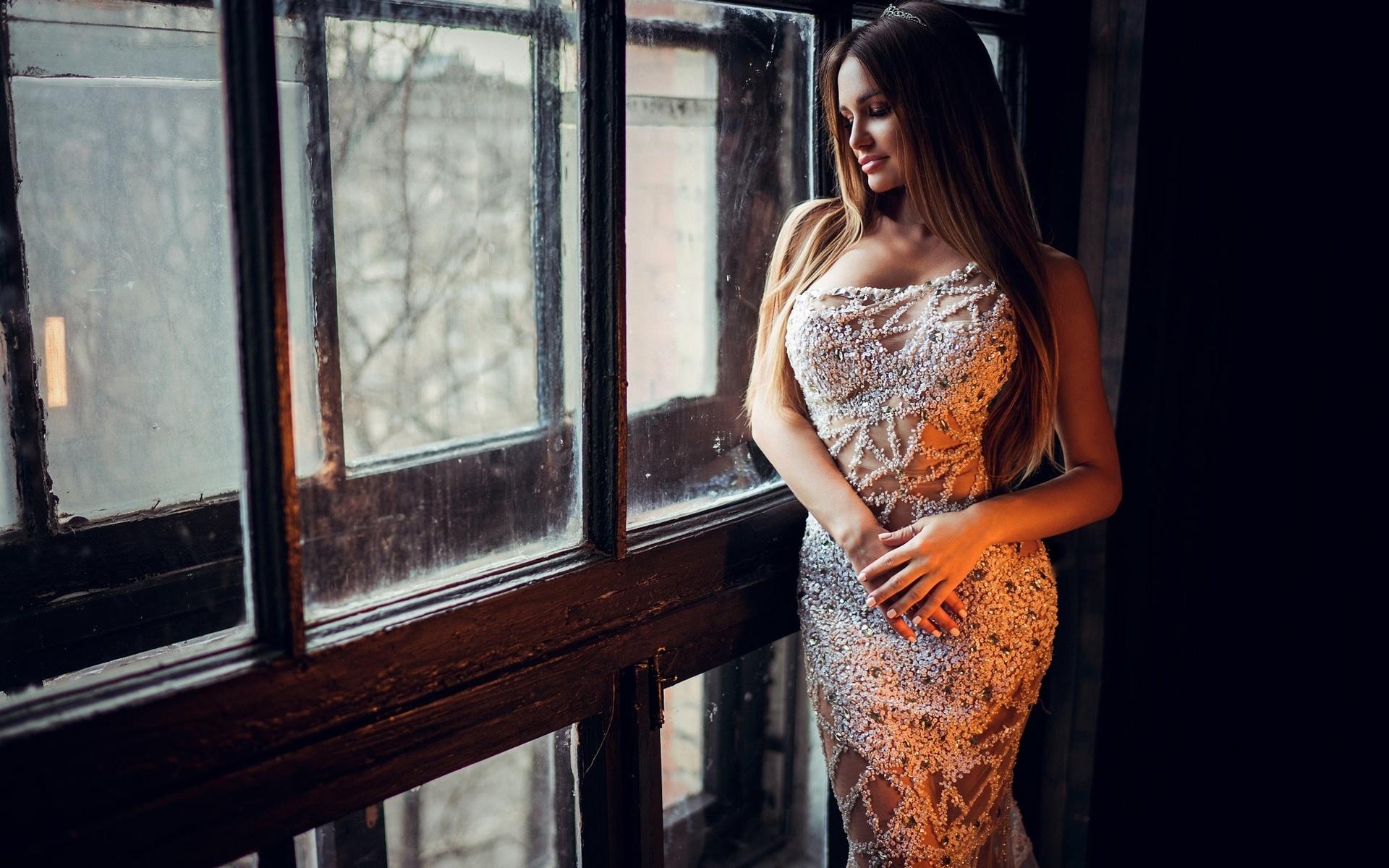 Фото девушка брюнетка в платье вечернем — photo 12