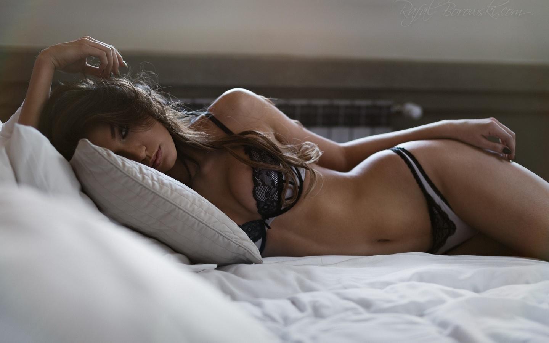 Фото с девушкой в постели, Фото красивых девушек в постели 13 фотография