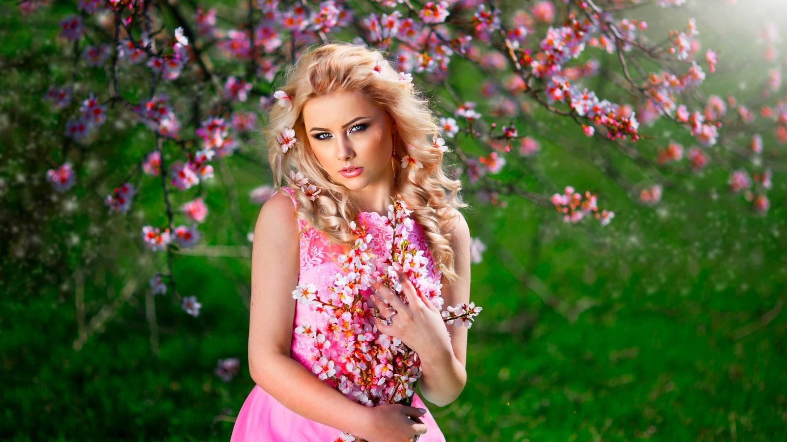 девушка, блондинка, платье, весна, деревья, цветение, цветы, ветки, локоны