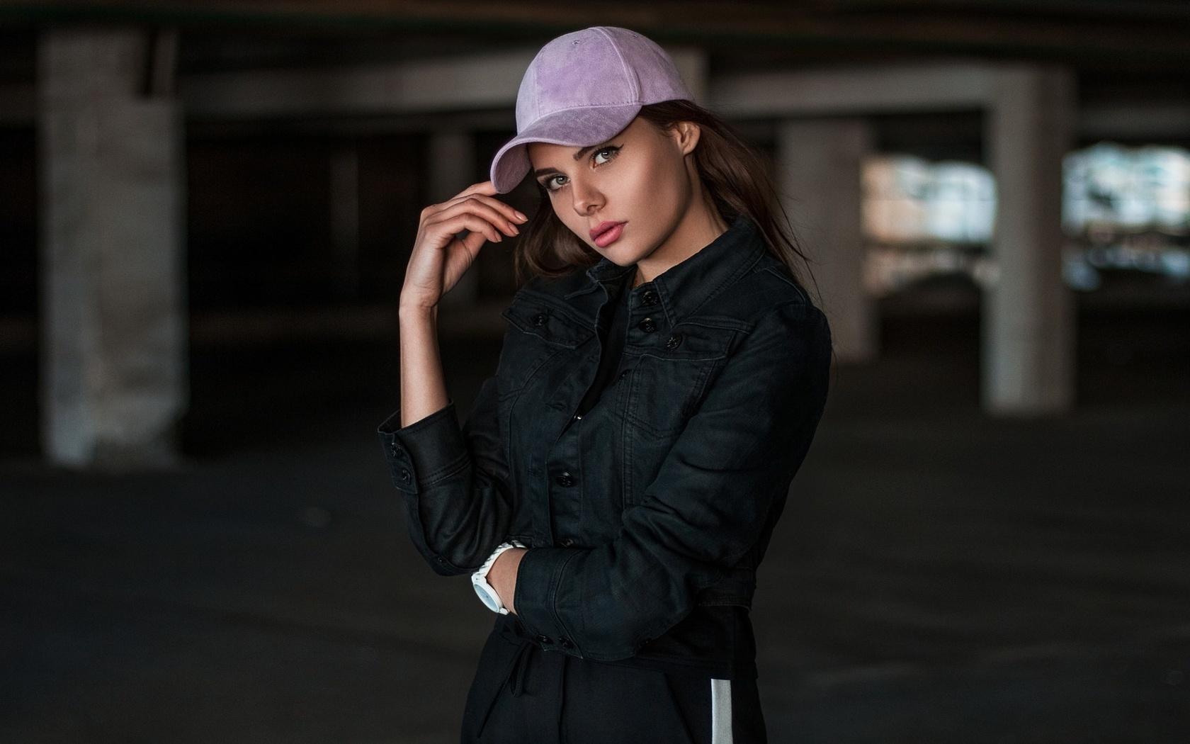 фото девушек в кепках сколько существует