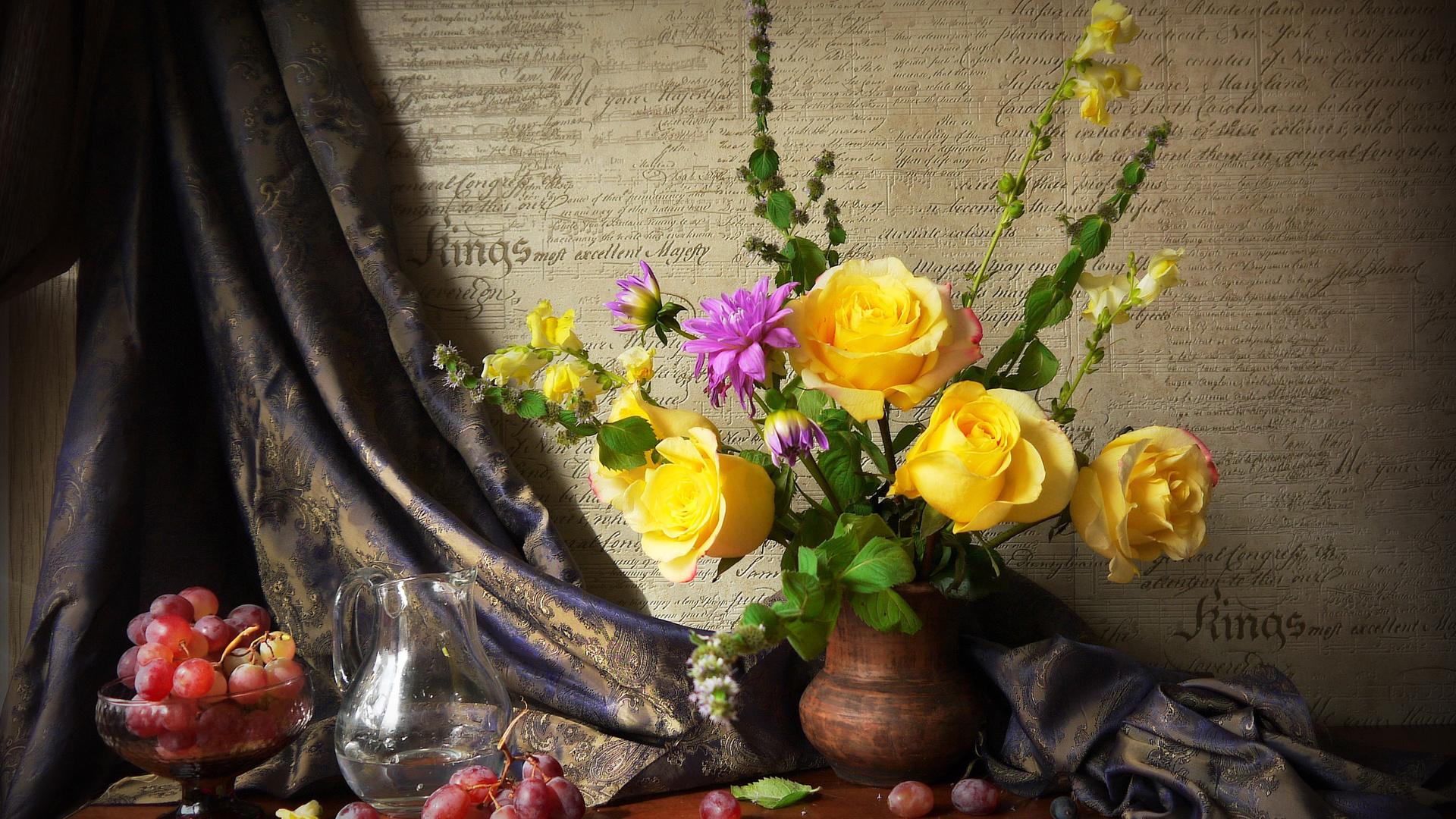 натюрморт, полка, ваза, букет, цветы, розы, георгин, мята, штора, ткань, вазочка, ягоды, виноград, кувшин, вода