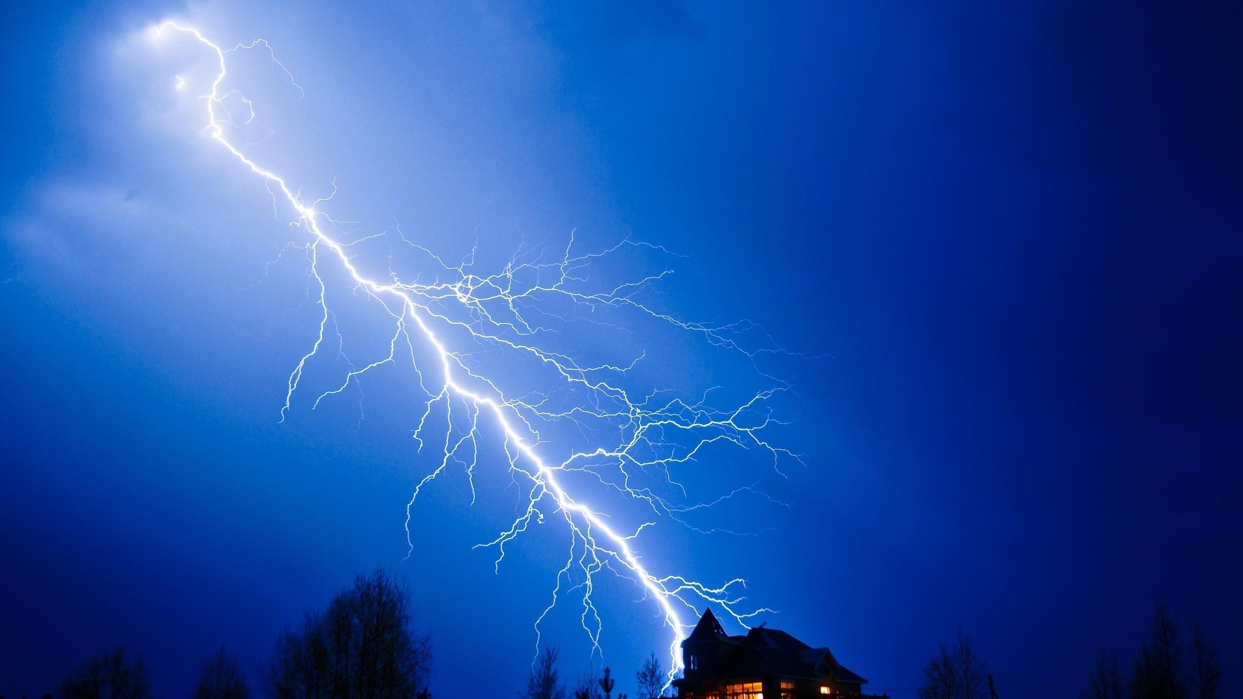 огромный картинки молнии и грозы на телефон межкомнатных