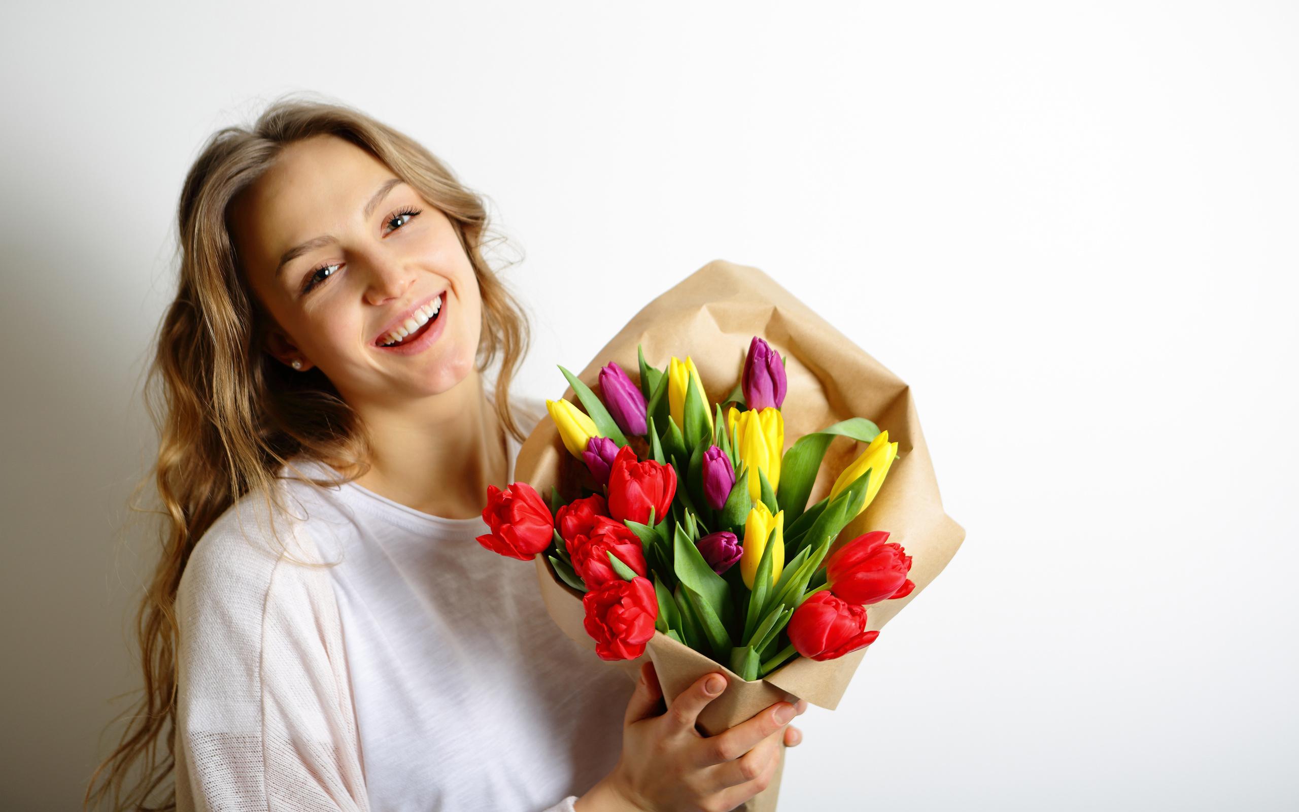 Картинки девочка с букетом цветов, смешные