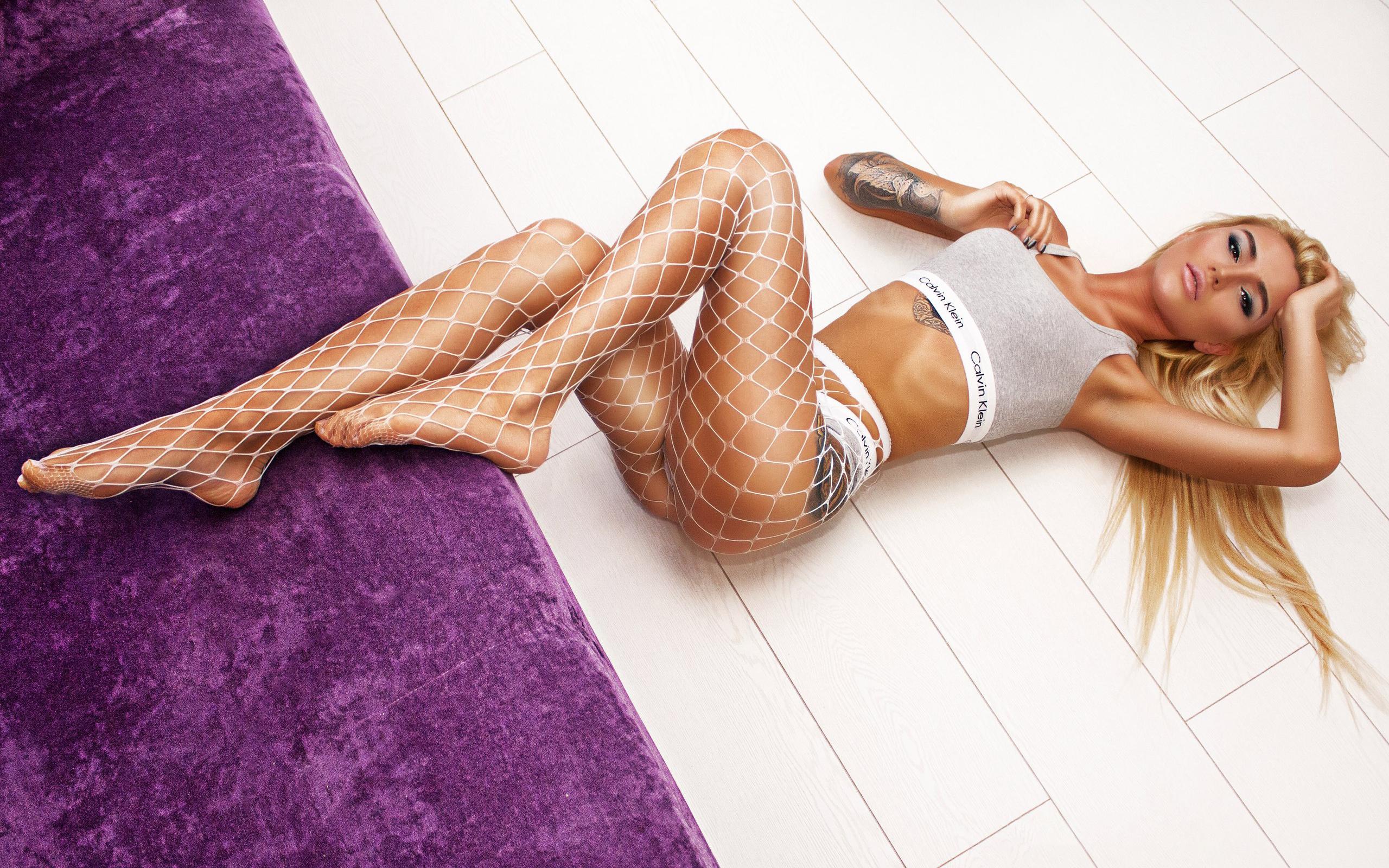 Блондинка сетка калкотка, модели без лифчиков в сарафане на голое тело