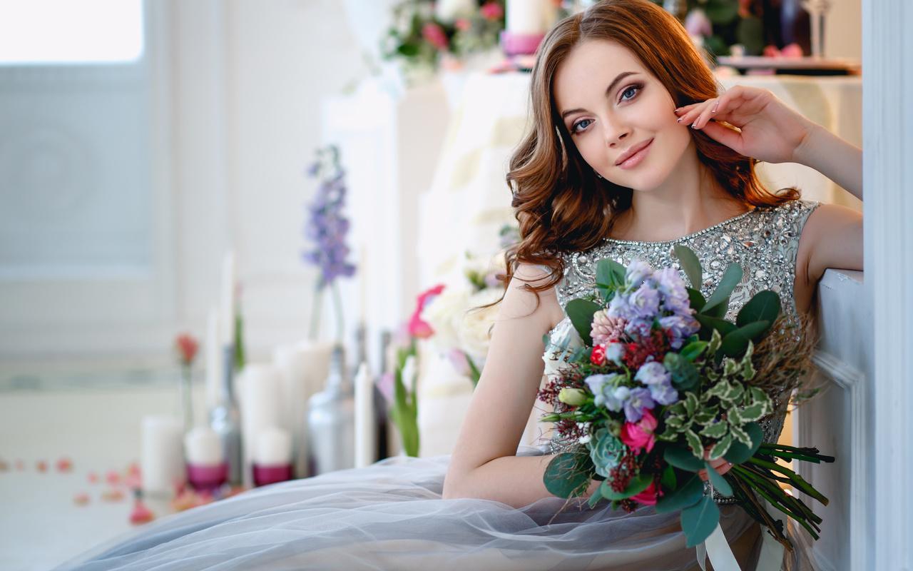 Картинки девочка с букетом цветов