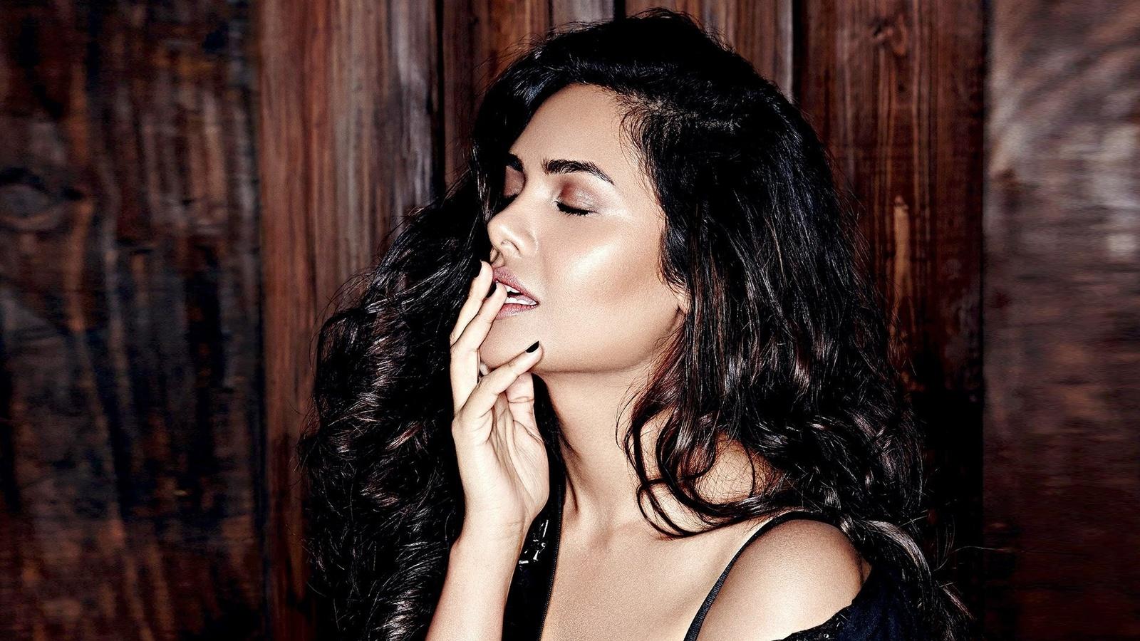 girl, eyes, brunette, девушка, actress, esha gupta, актриса, celebrity, bollywood, beauty, индийский, model, indian, красавица, lips, beautiful