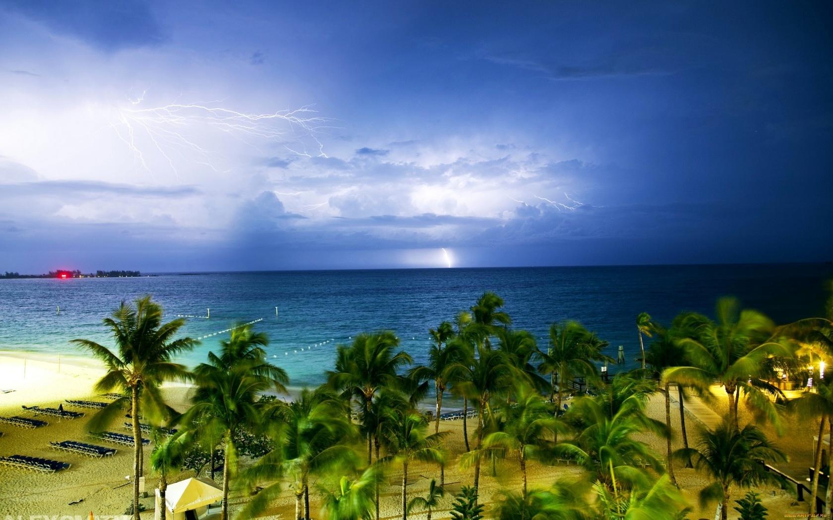 природа, молния, гроза, тучи, горизонт, пальмы, пасмурно, молнии, песок, пляж, побережье, море, тропики, багамские острова