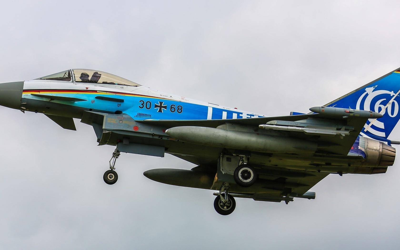 модель бойового фото літака
