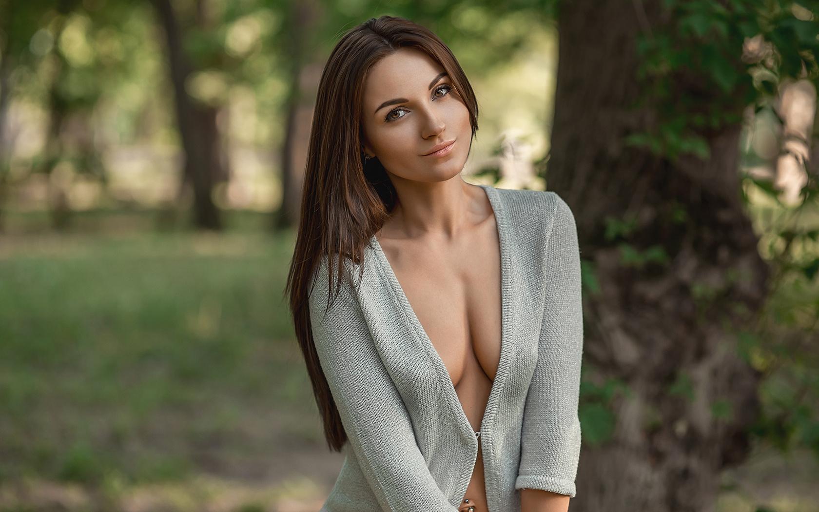 молодая грудь красивая какое-то