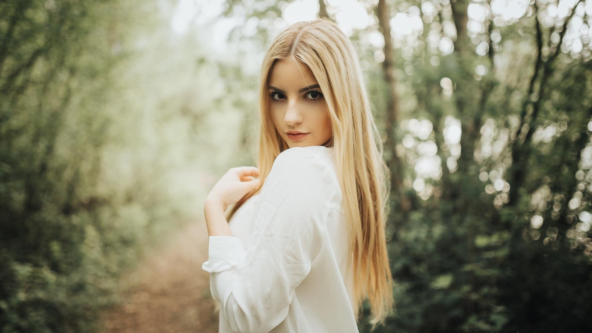 Блондинки на природе фото фото, выебал в попу онлайн