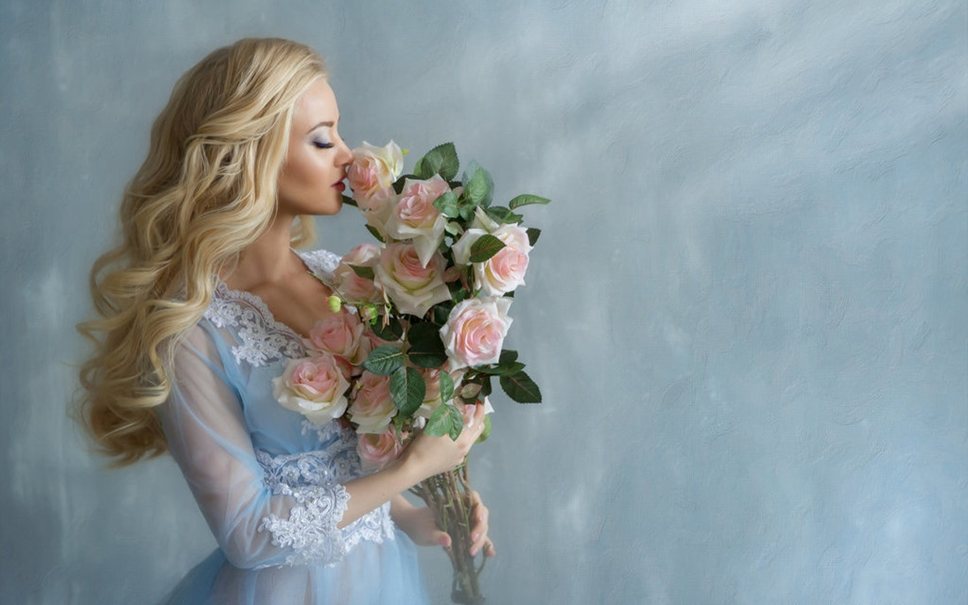beautiful-blond-with-roses