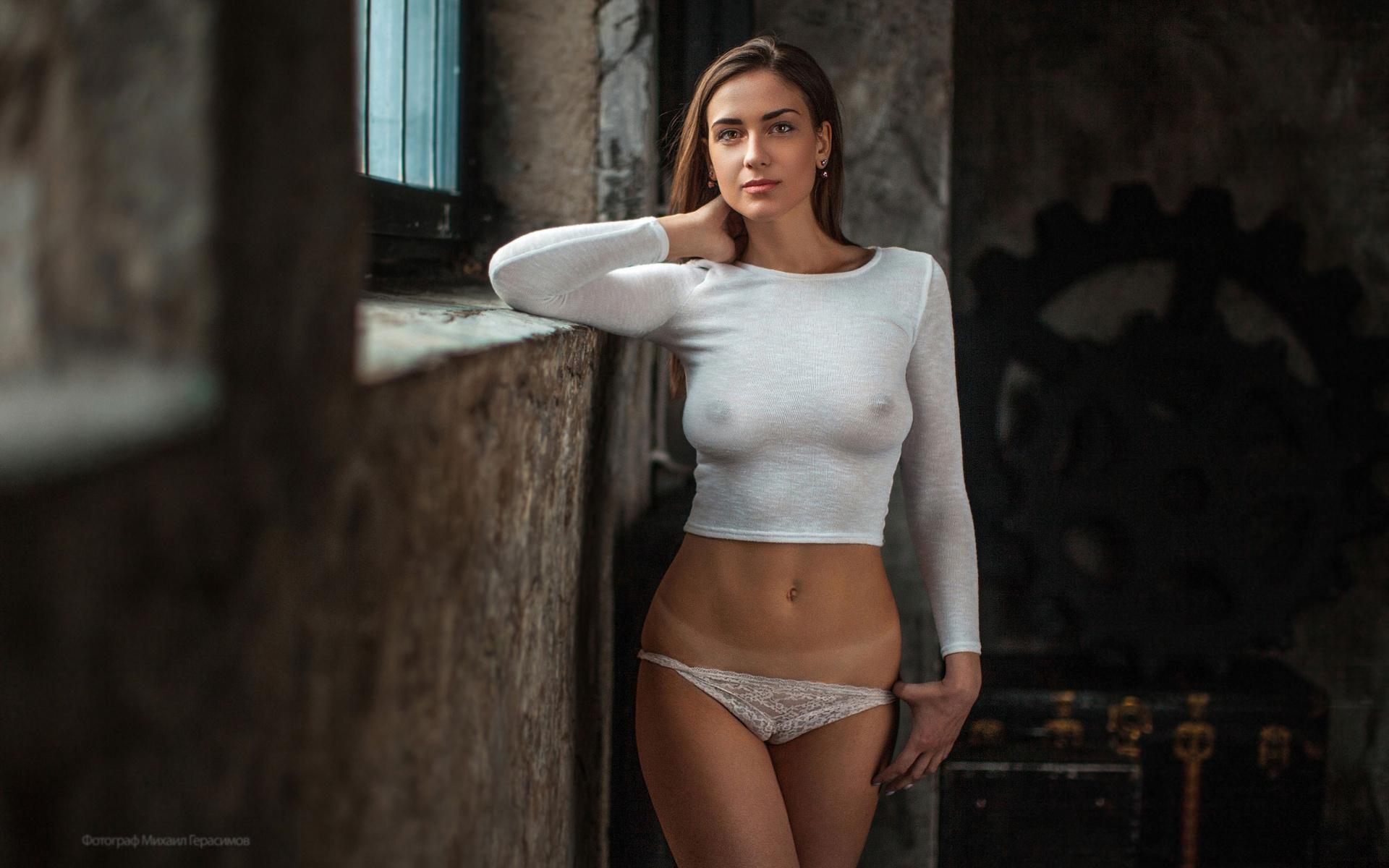женщины без одежды и без лифчика - 12