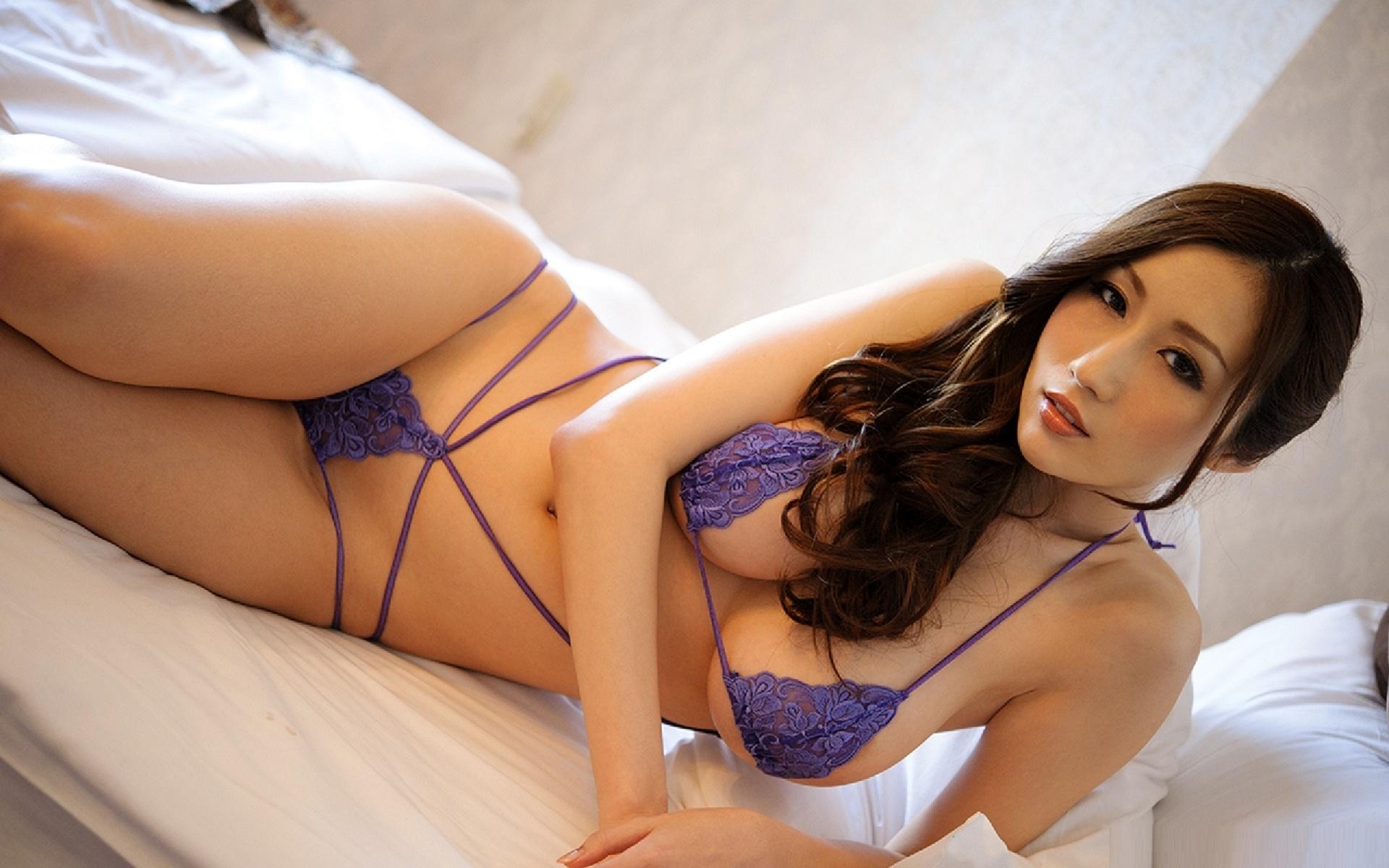Sexy asian stars