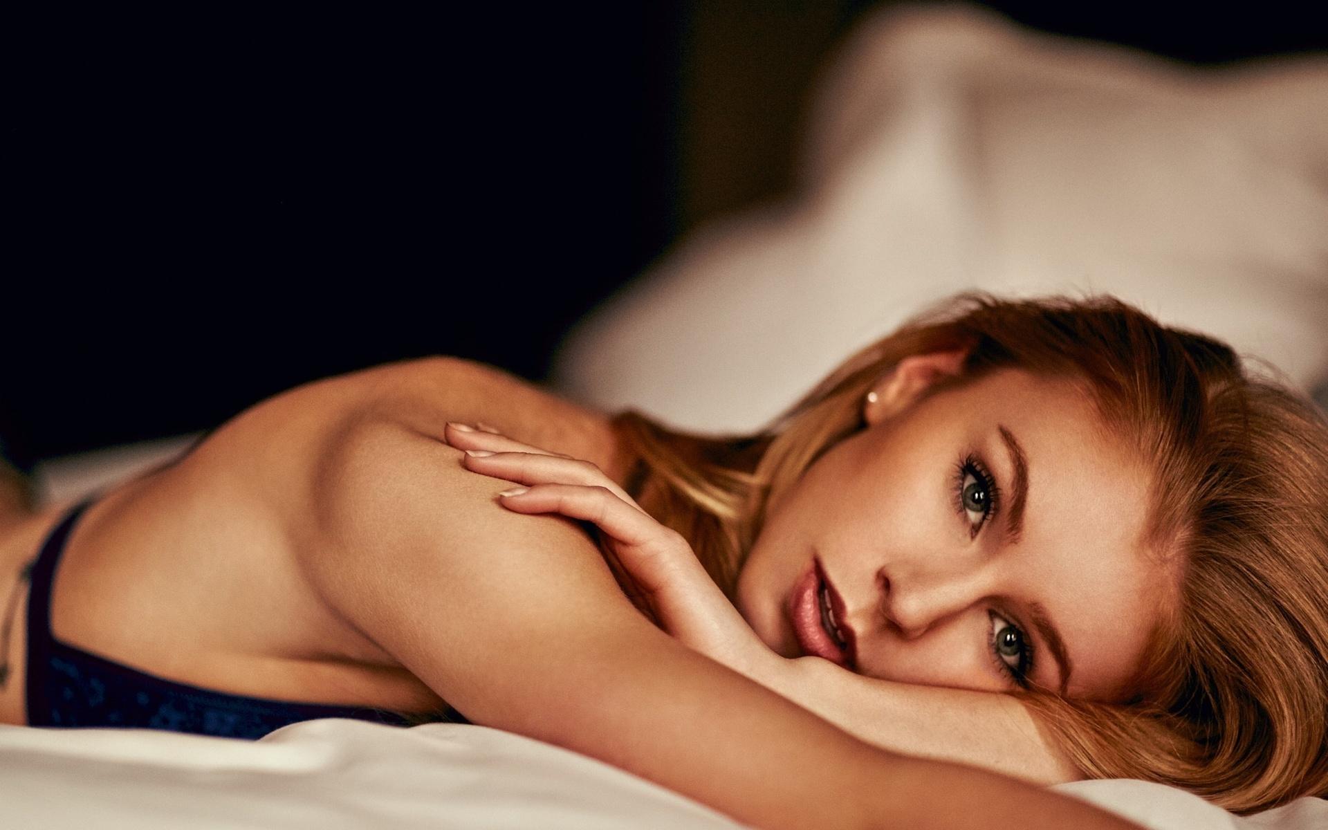 принимайтесь красивые фотографии девчонок в постели незаурядное семейное видео
