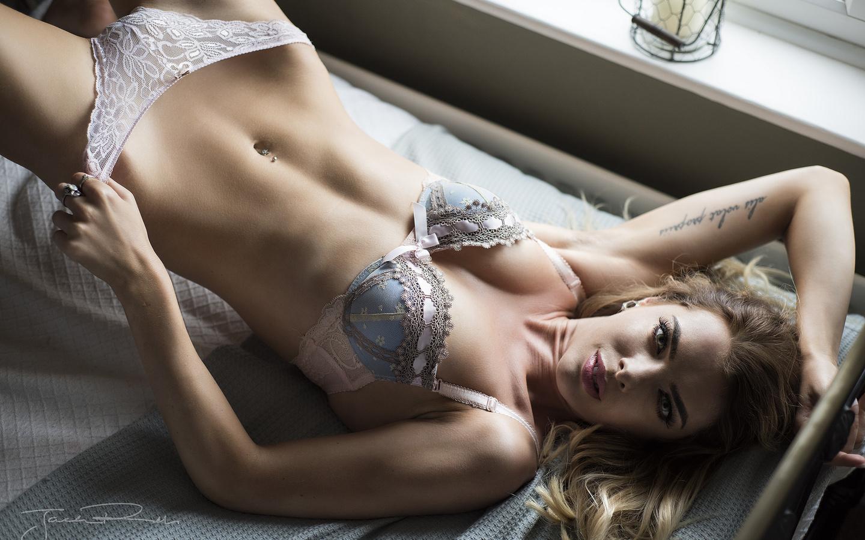Пупок девушки сексуальный, Манящая серёжка в пупке девушки » Эротика фото 22 фотография