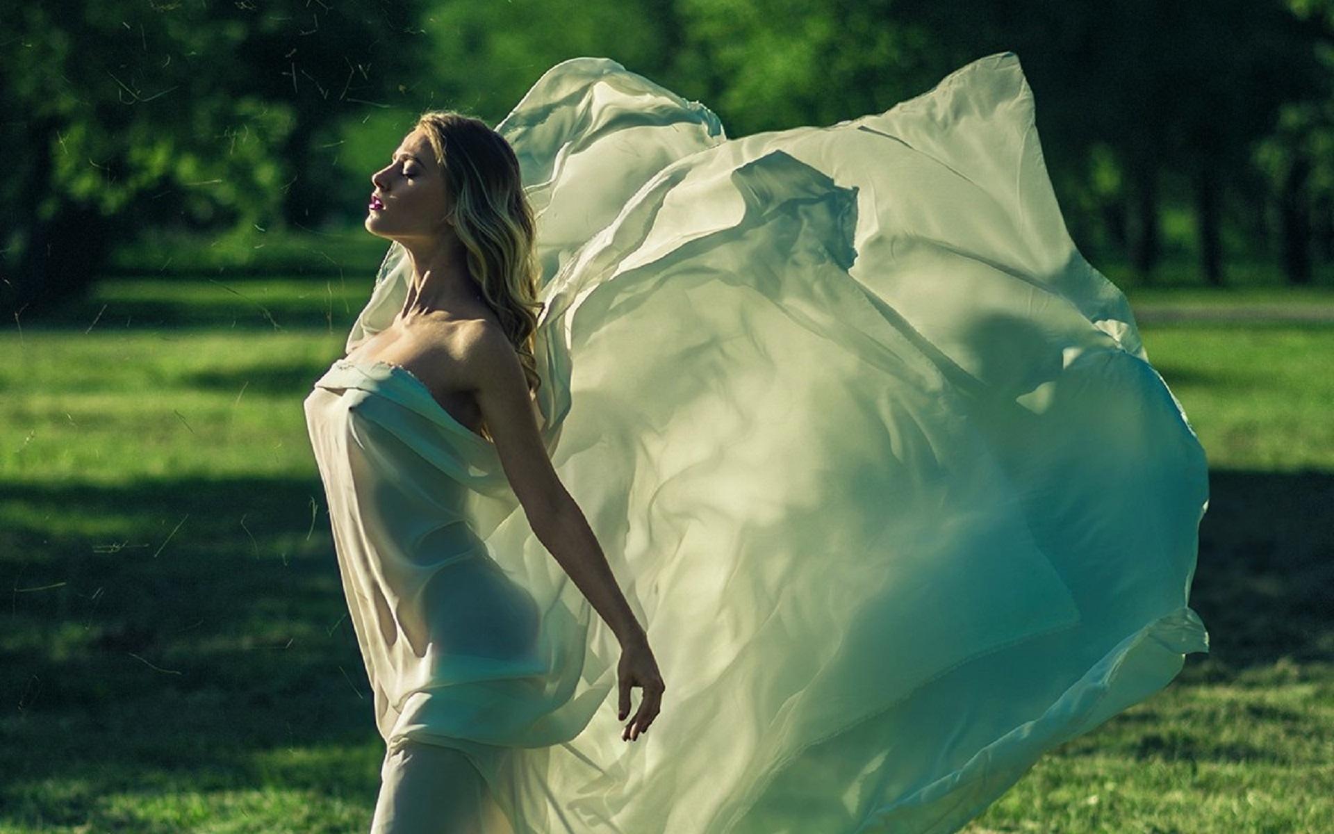 Девушки в платьях на ветру фото, порнуха бразильских девушек