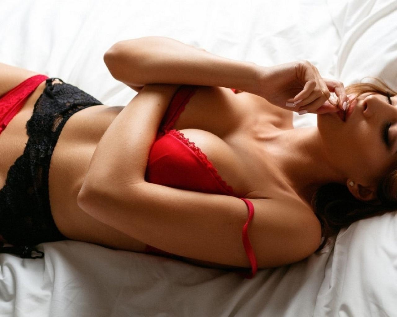 вам расскажем девушки в красном белье эро фото настойчиво ждали, пока