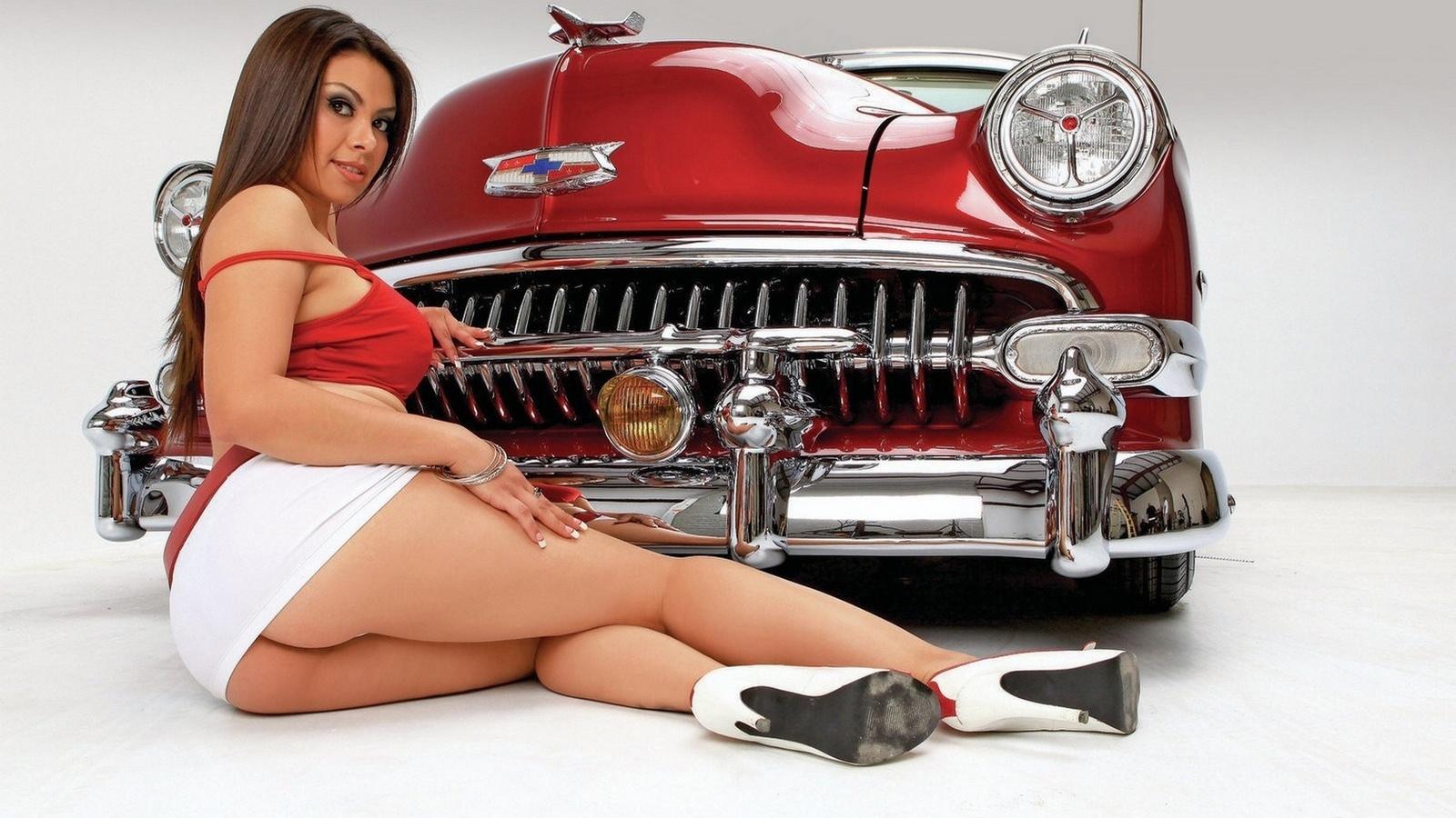 И ретро голые девушки авто