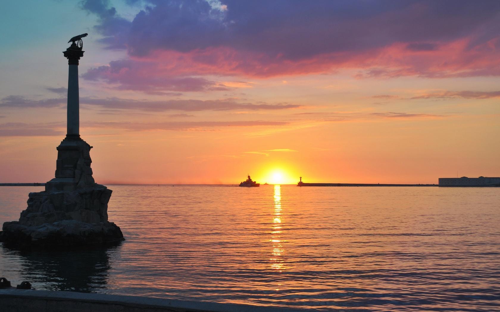 севастополь, памятник, затопленным, кораблям, черное море, вечер