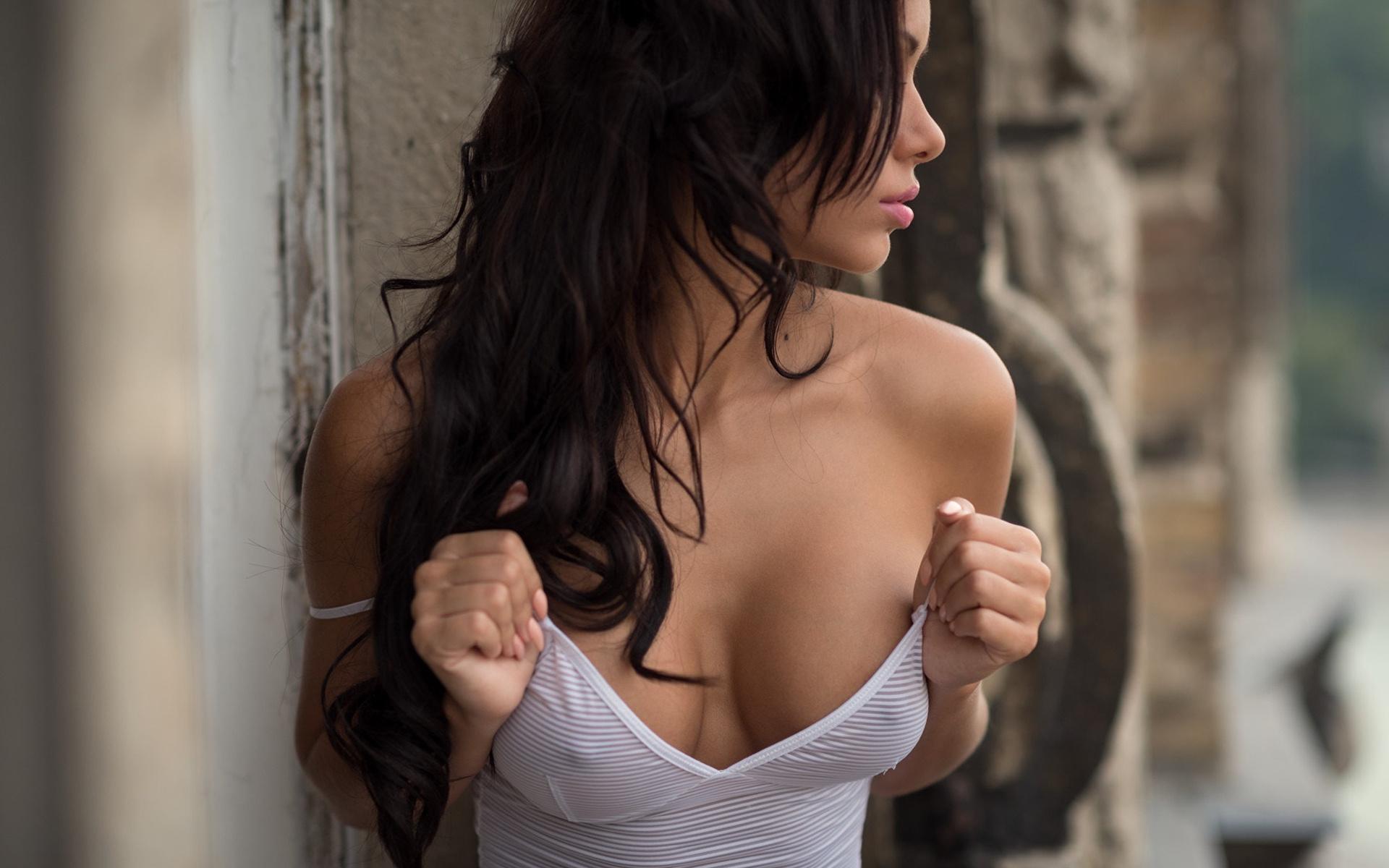 soblaznitelnaya-grud-foto-golie-popki-chulkah-striptiz