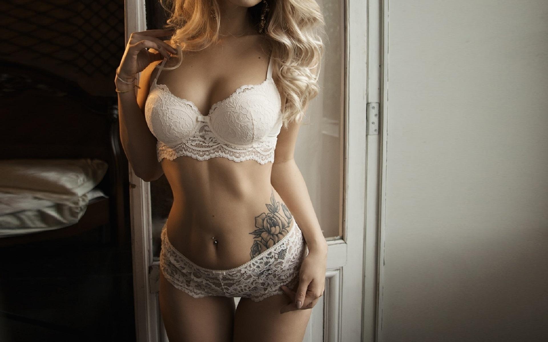 блондинка в ажурном белье стук дверь