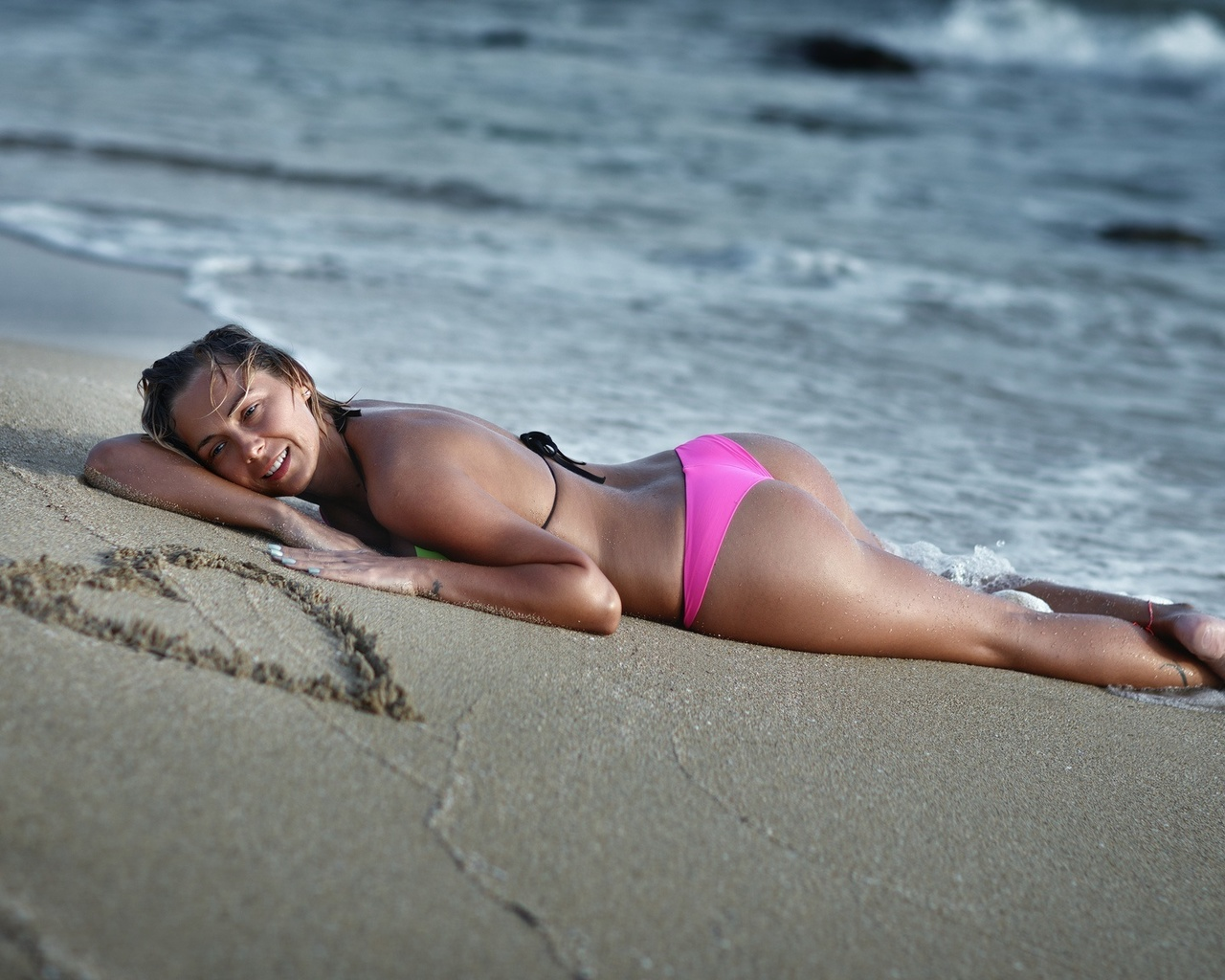 Пьяные голые девочки на пляже, Подборка: Приколы с пьяными девушками - видео 23 фотография