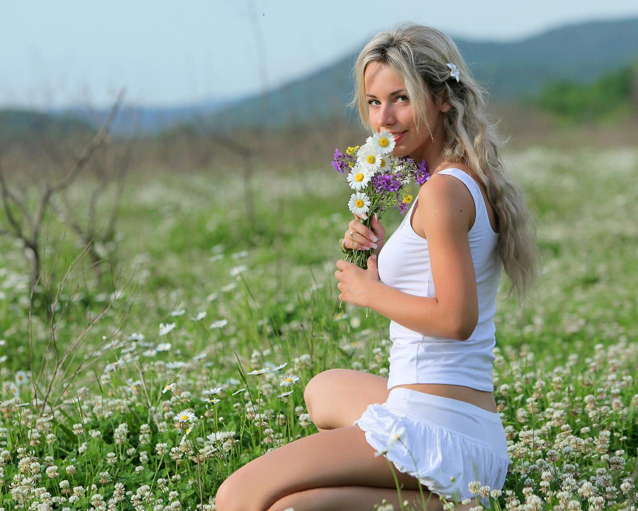 что с русской бабой на природе принимает роль