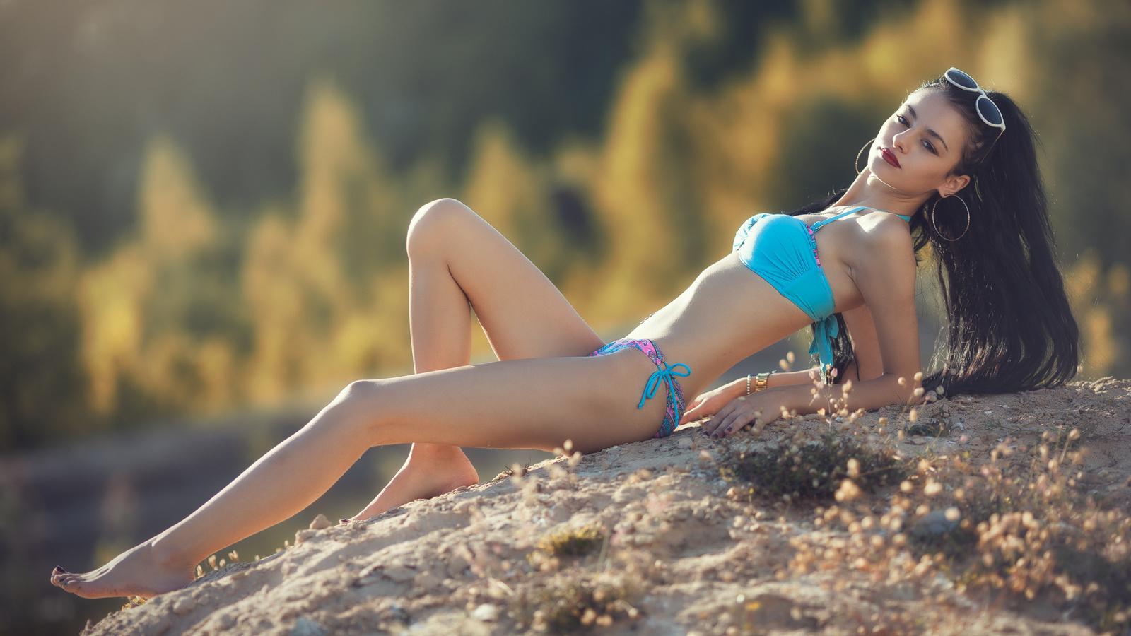 счастью, фото красивых девушек брюнеток шатенок в купальниках если