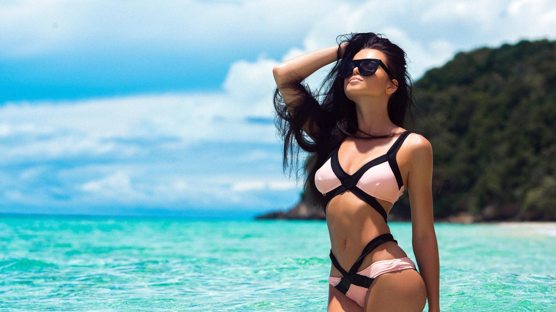 фото девушек в купальнике и очках фото мужчины желают