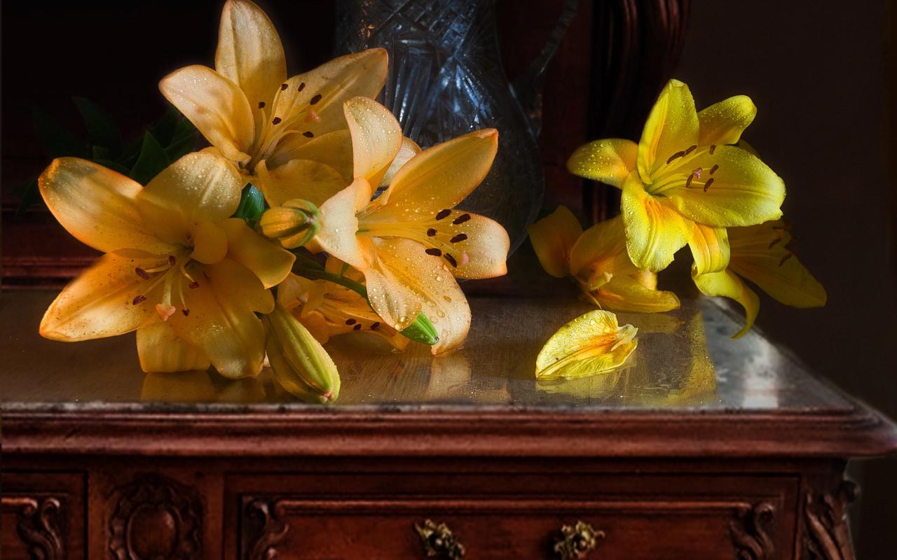 mykhailo sherman, столик, цветы, лилии, вода, капли