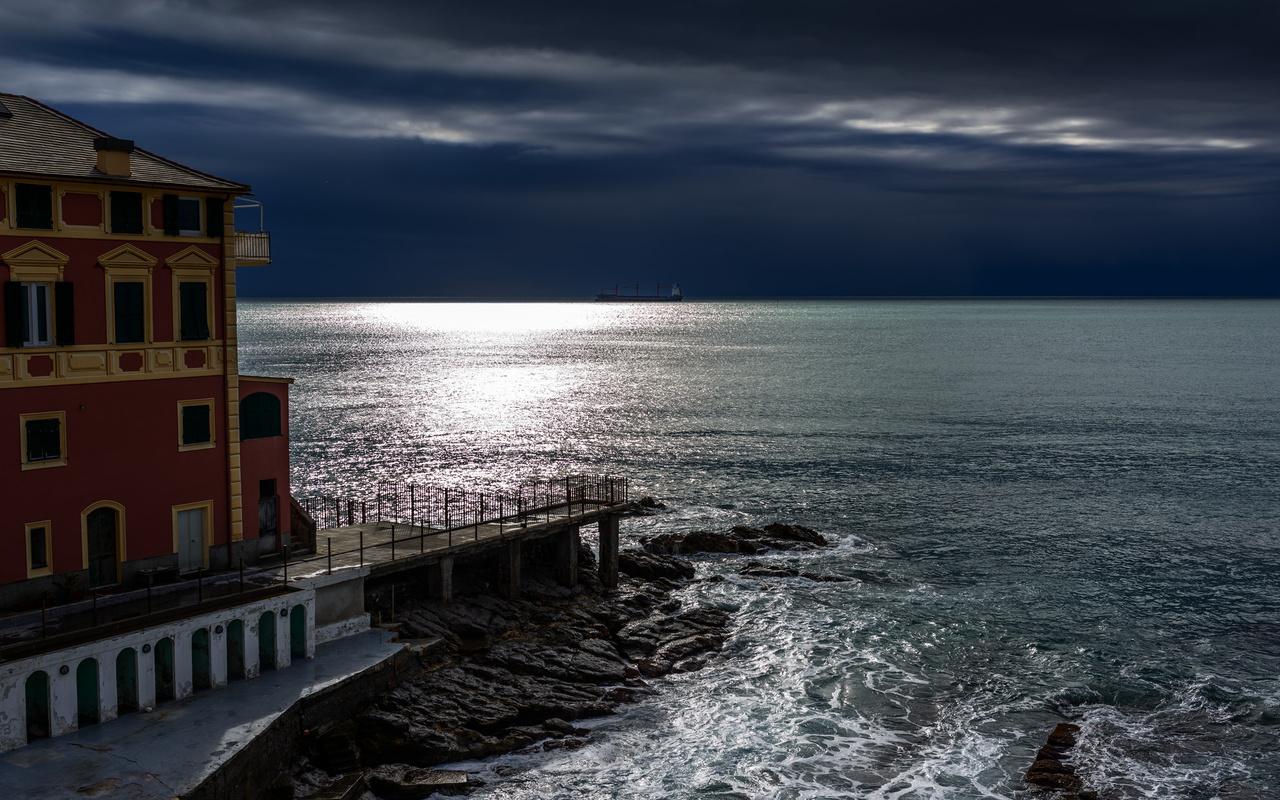 ночь, море, лунный свет, здание, генуя